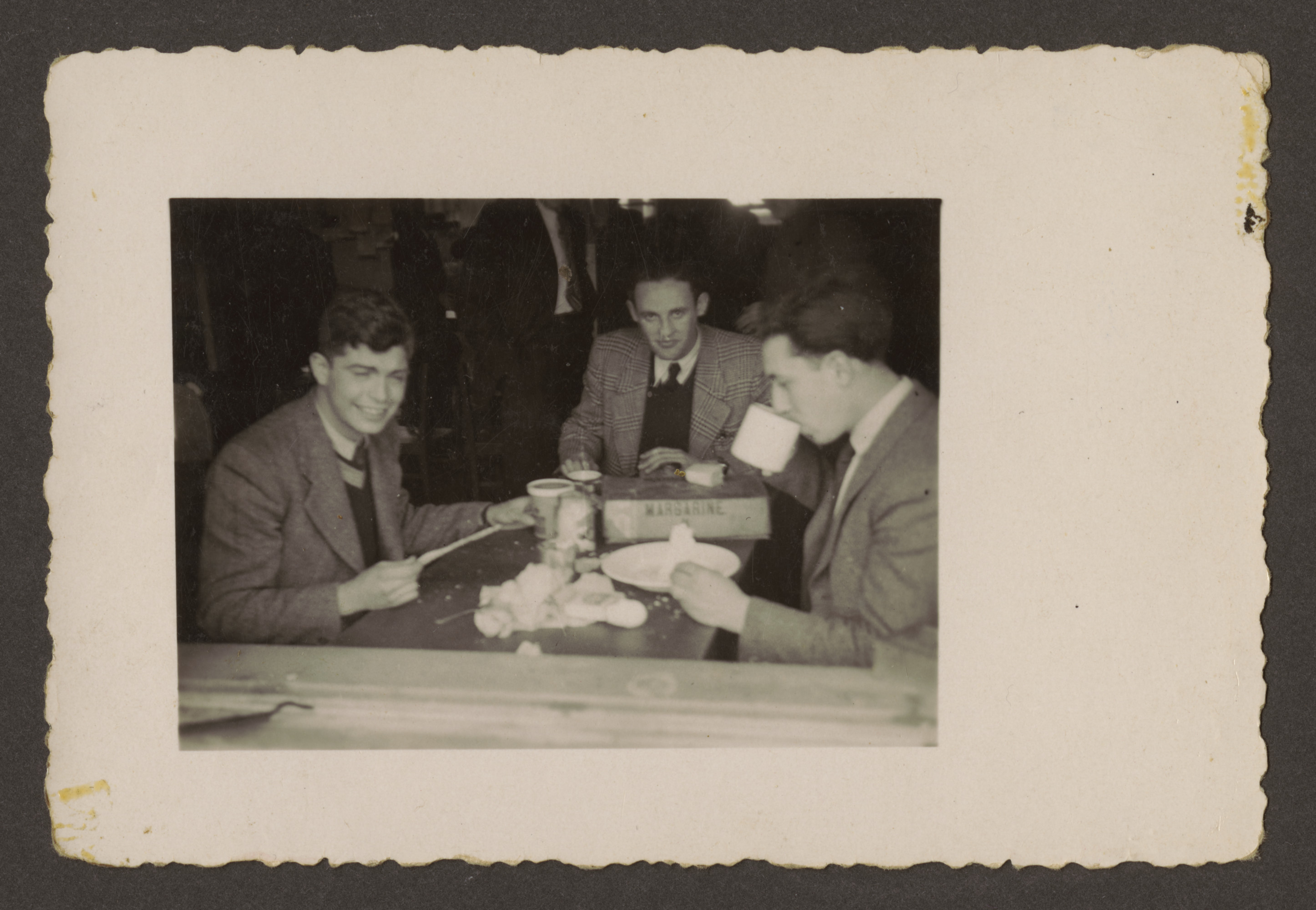 A group of friends meets for a cup of coffee in the Westerbork transit camp.  Among those pictured are Erich Rosendahl (far right) and Werner Lederman (far left).