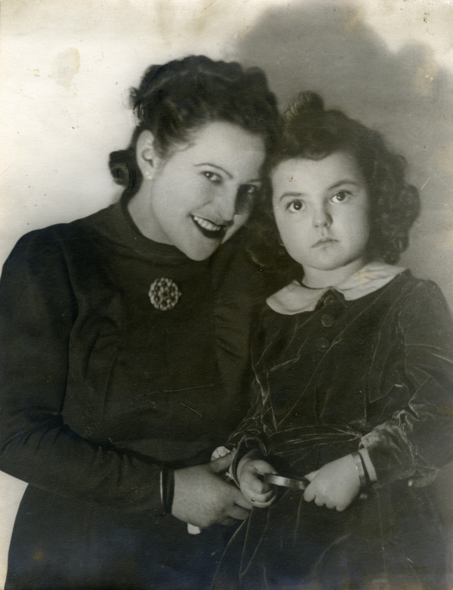 Portrait of Claire and her mother, Etla Ridnik (nee Krasnopol).  Claire is wearing an identification bracelet made by her uncle.