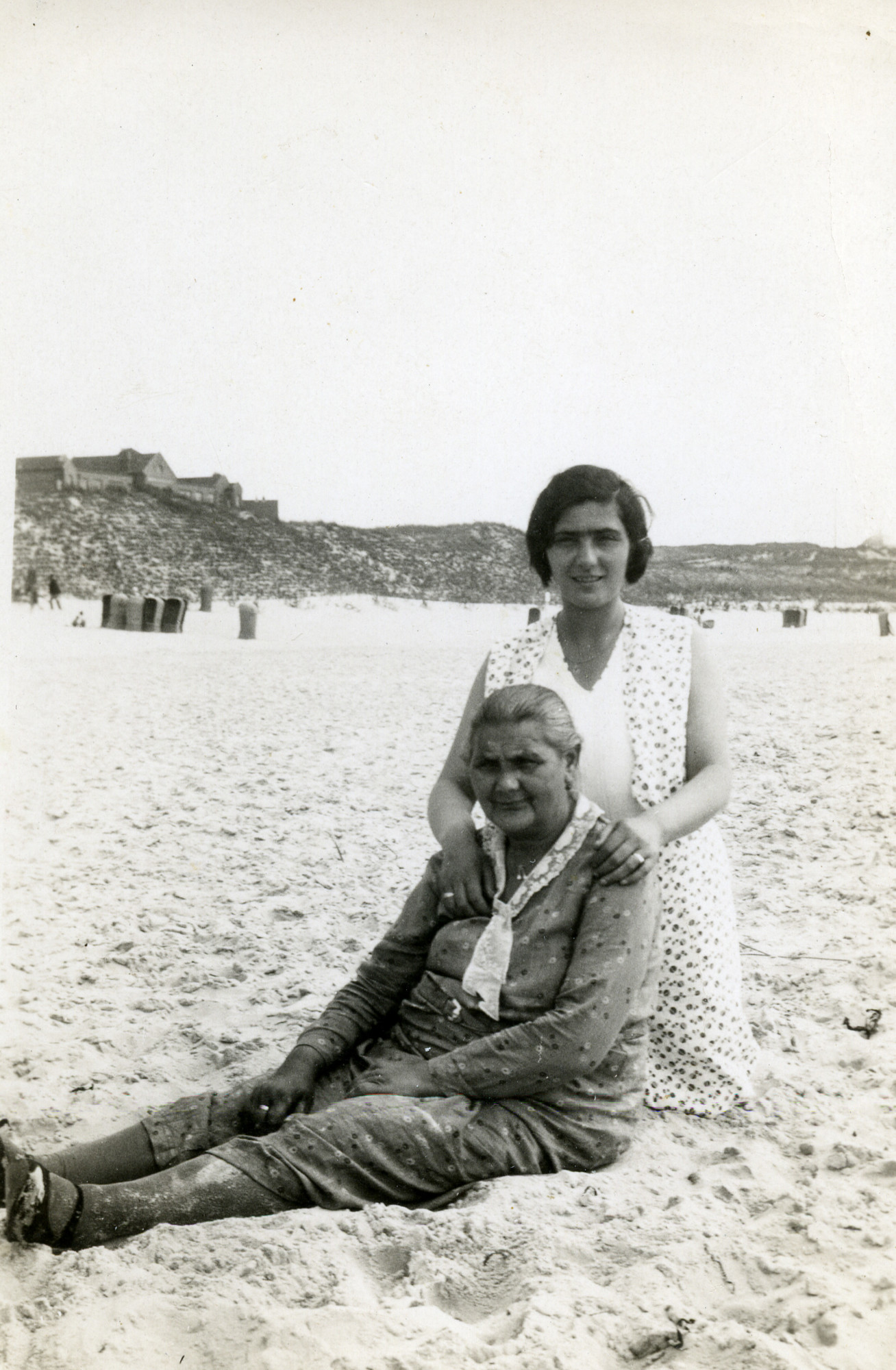 Trjntje de Jong and her daughter Schoontje (Shaina) relax on the beach.  Schoontje survived the Holocaust, but Trjntje perished.