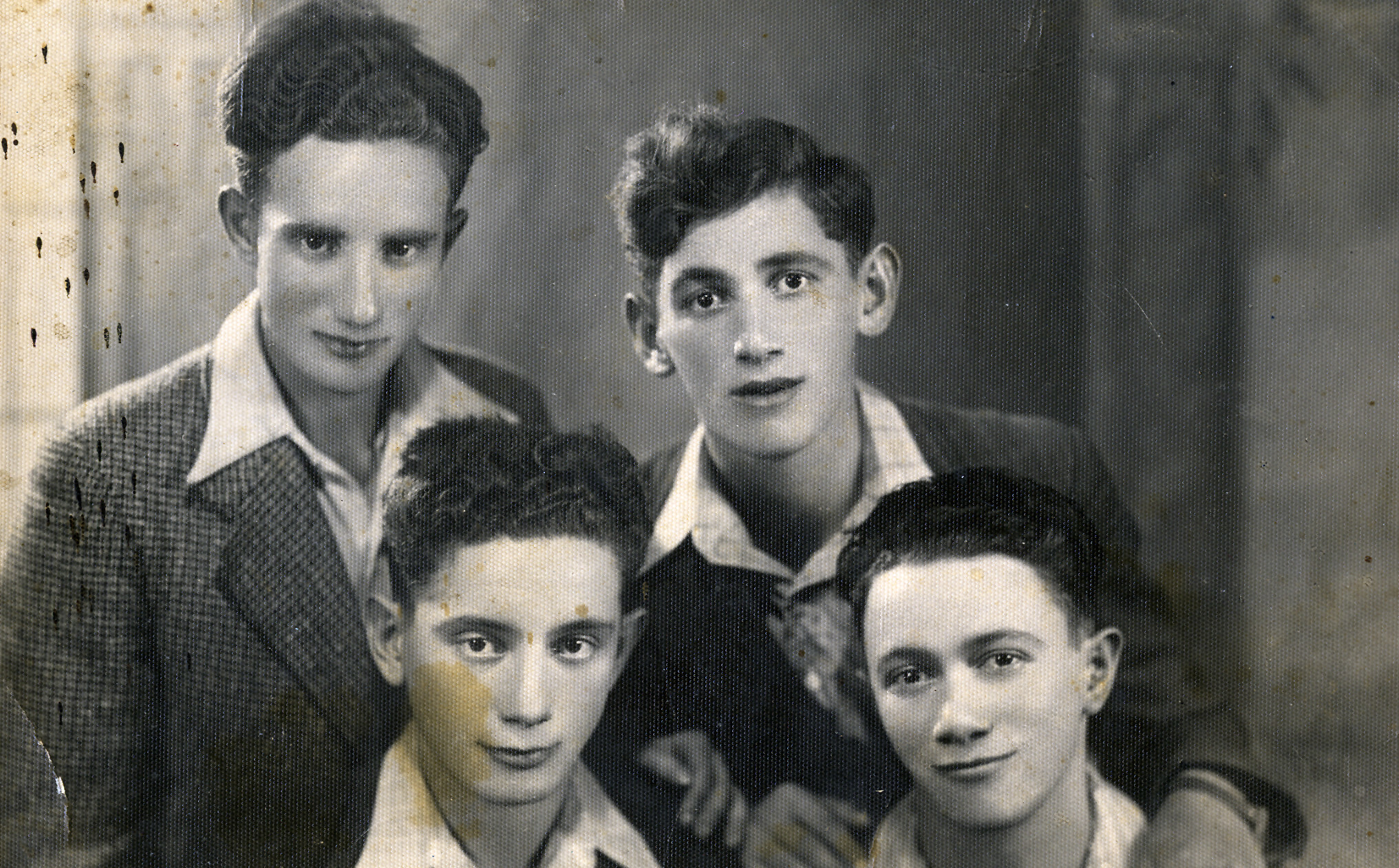Group portrait of Polish refugees in Vilna.  Pictured are (back row, left to right): Jeszaayahu Kawe and Schlomo Boms, (front row, left to right): Josef and Yitzhack Boms.