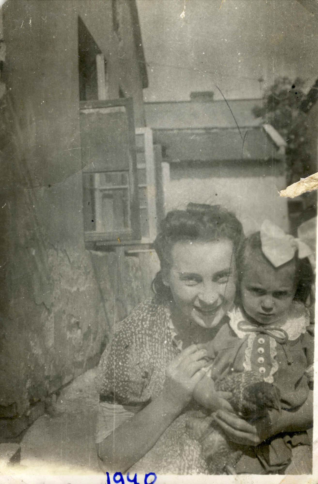 Adela Alterman and her daughter, Leah pose in Ostrowiec prior to going into hiding