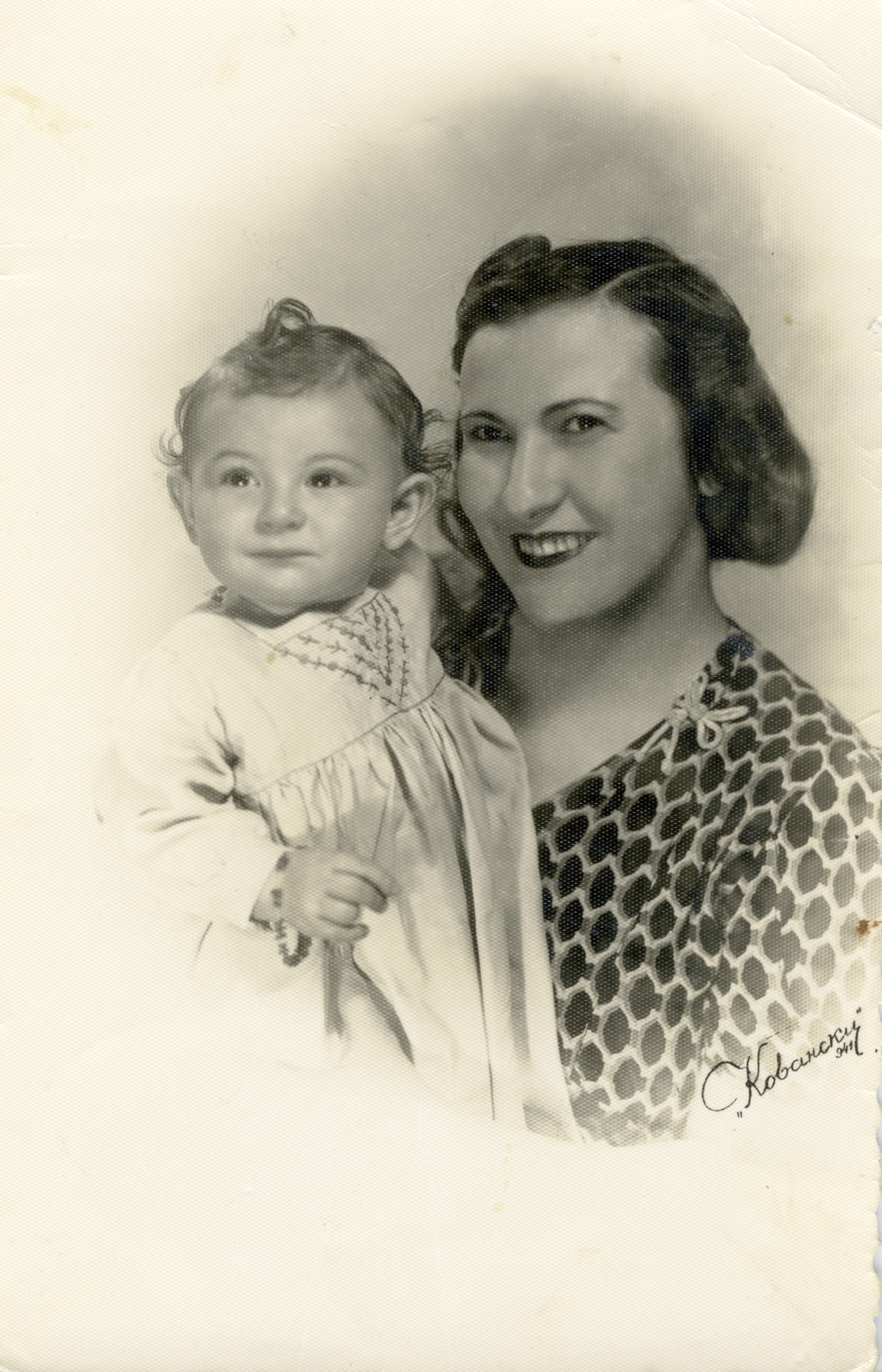 Wartime portrait of a Macedonian Jewish mother and daughter.  Pictured are Anna Fransevic and her oldest daughter, Rina.