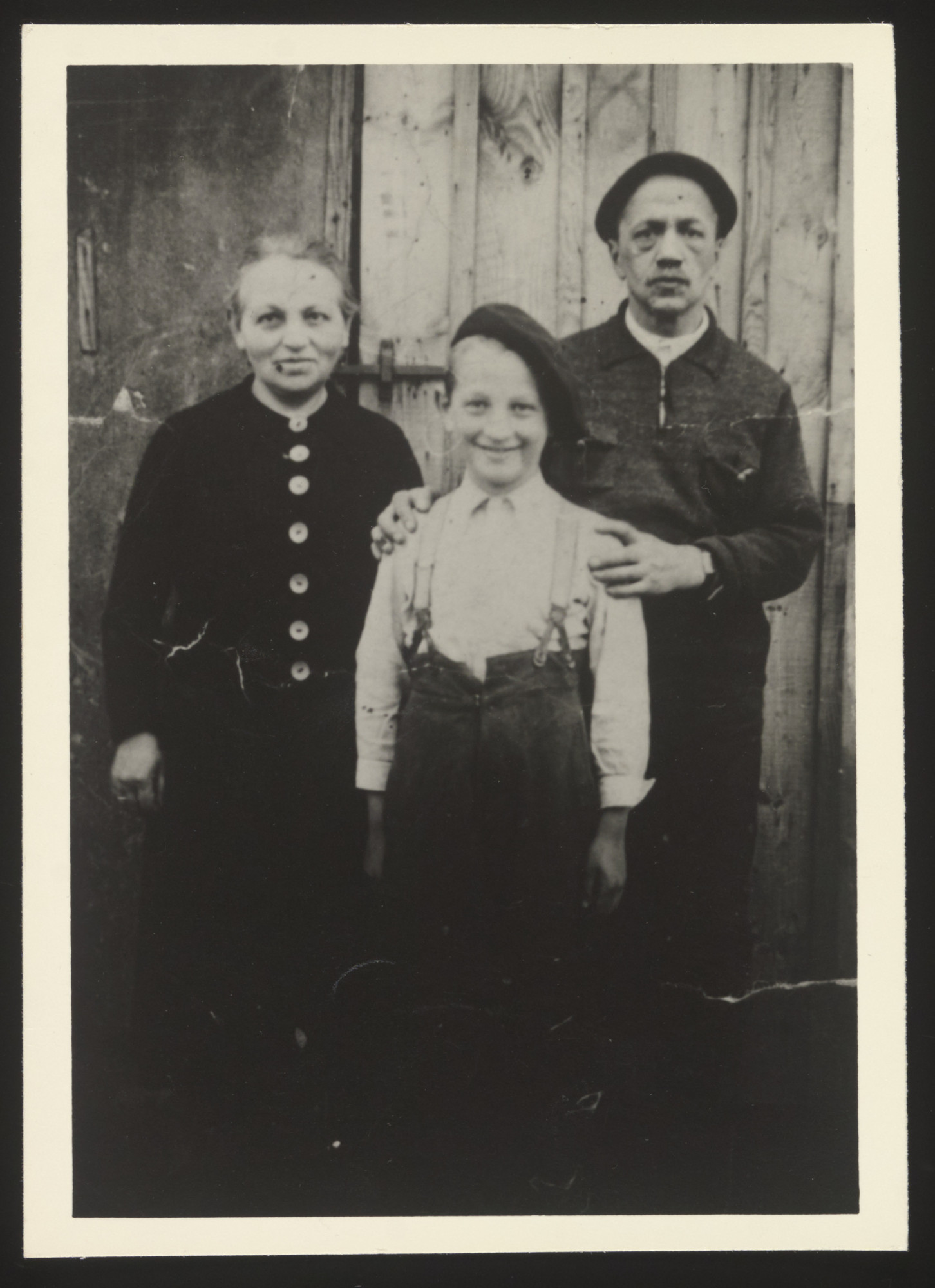 Heinz Mayer poses with his parents in the Gurs transit camp.