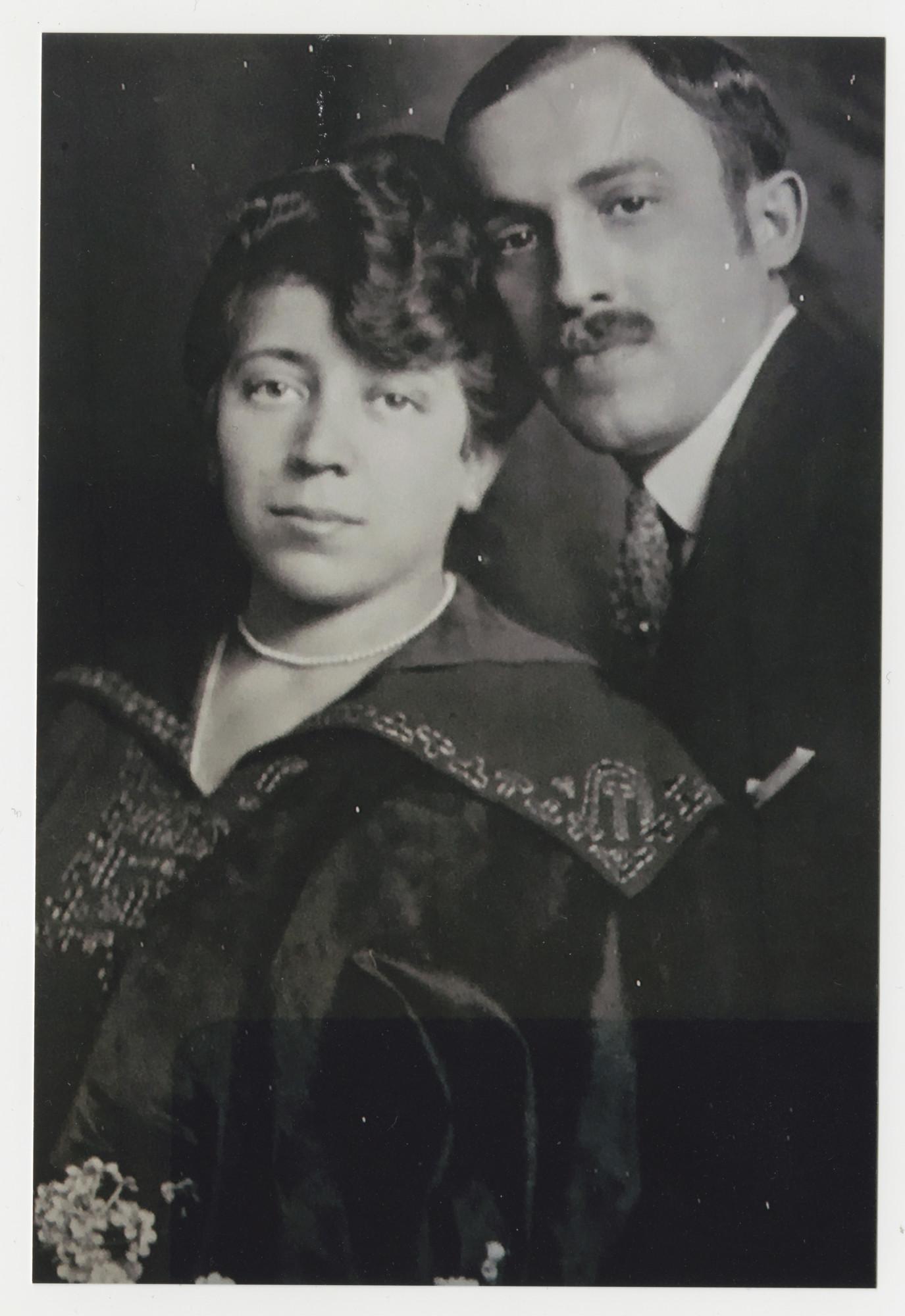 Wedding portrait of Lajos and Frida (Neufeld) Szemere.