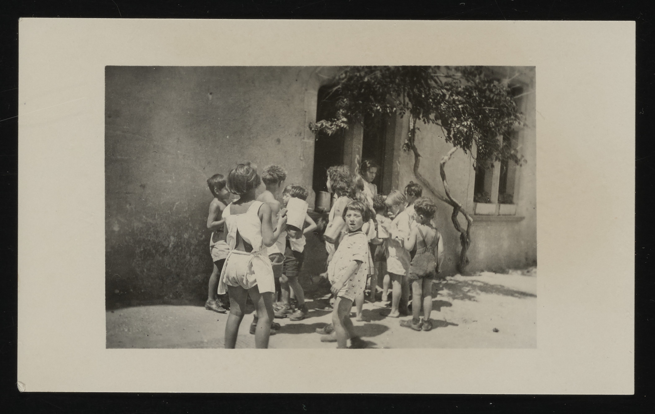 A group of French children arrives at the La Hille children's home.