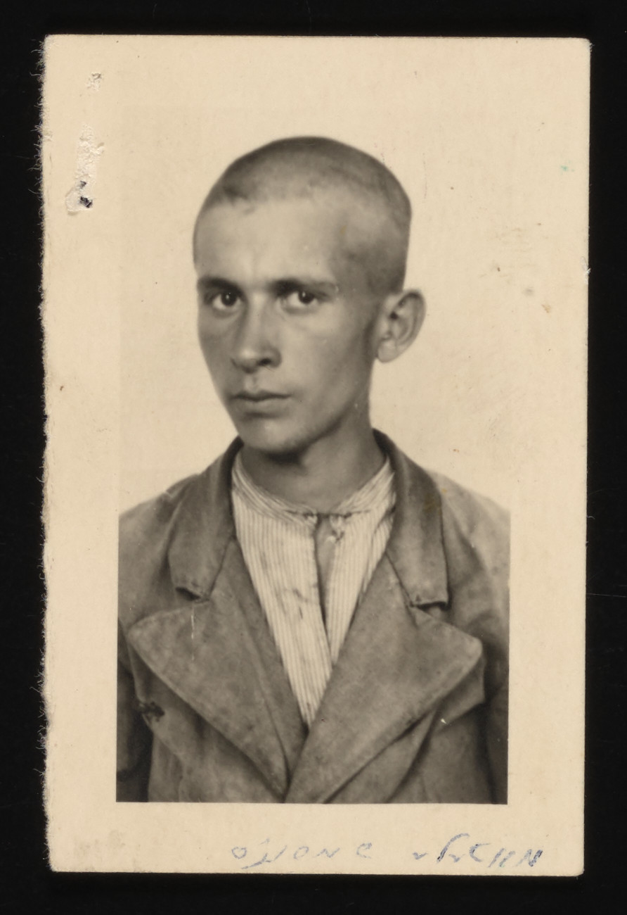 Portrait of a young Jewish man in the Kolbuszowa ghetto.    Motel Grossvater, the cousin of Naftali Saleschütz, was the son of Szamszon Grossvater, the rituel slaughterer in Kalbuszowa.  Motel subsequently escaped from the Kolbuszowa labor camp to Rzeszow.  He sought refuge in the Rzeszow ghetto, where he soon died of starvation.