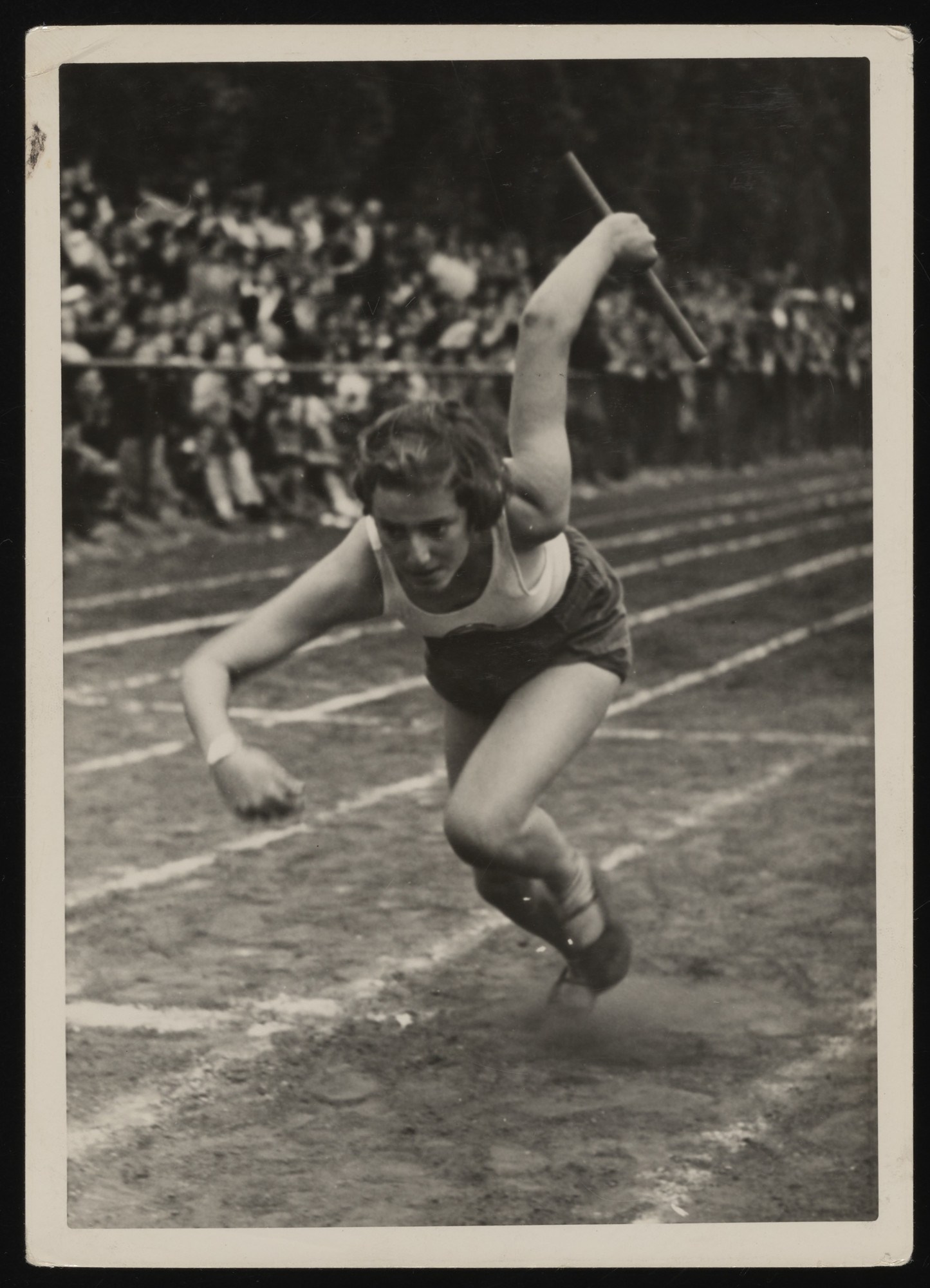 A student from the Goldschmidt School, competes in a relay race. Pictured is either Ilse Braun/Baum or Hilde Lotte Anker.