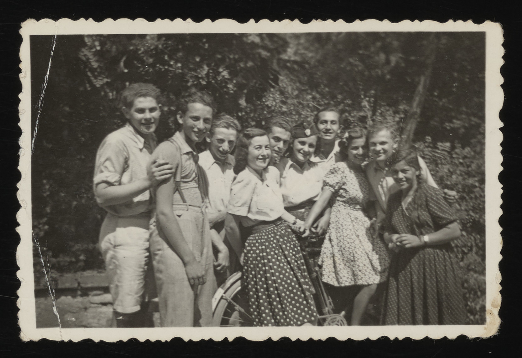 Group portrait of Hungarian Jewish teenagers.  Among those pictured is Paul Ornstein (center).