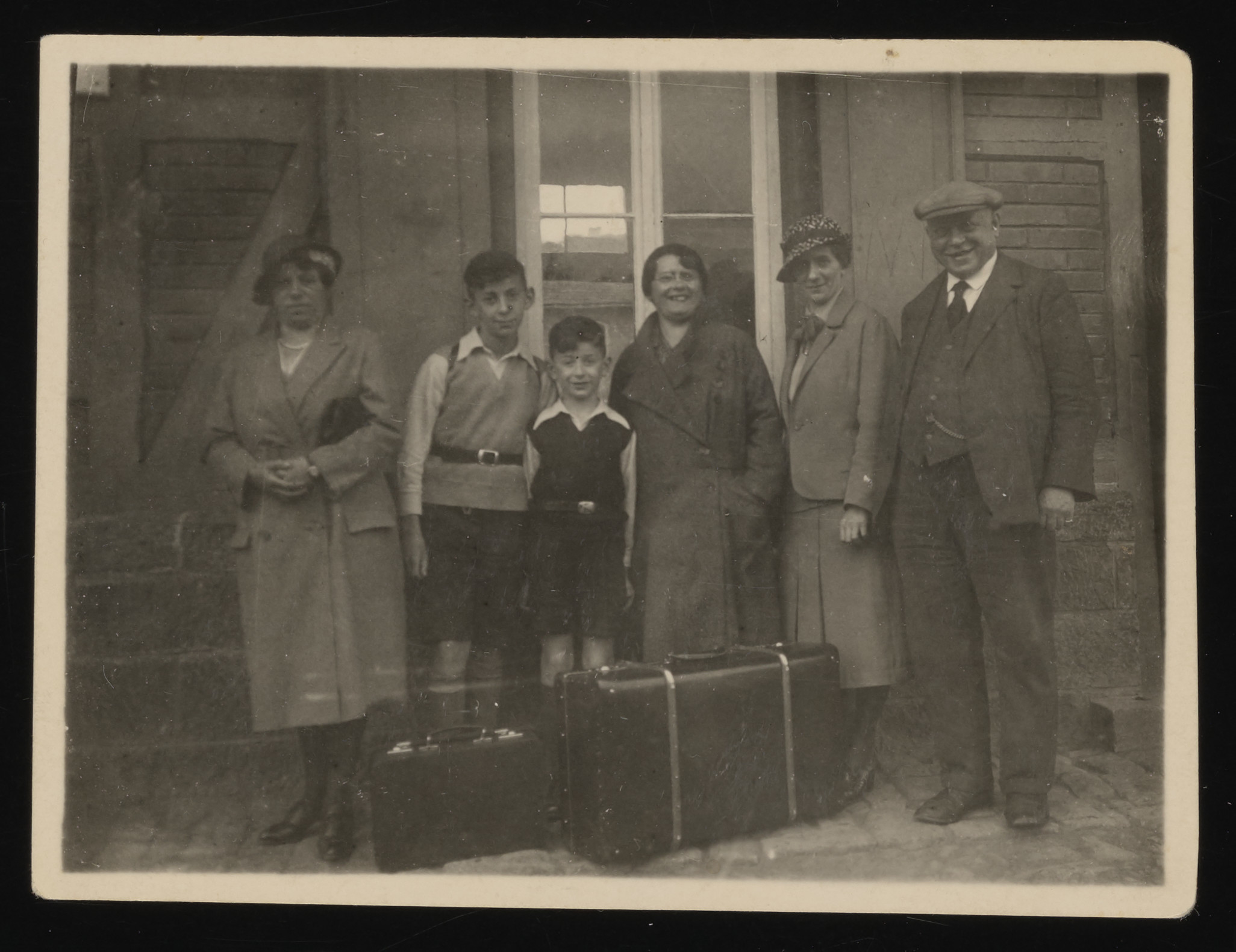 Members of the Dingfelder family standing with their suitcases on a railway platform.