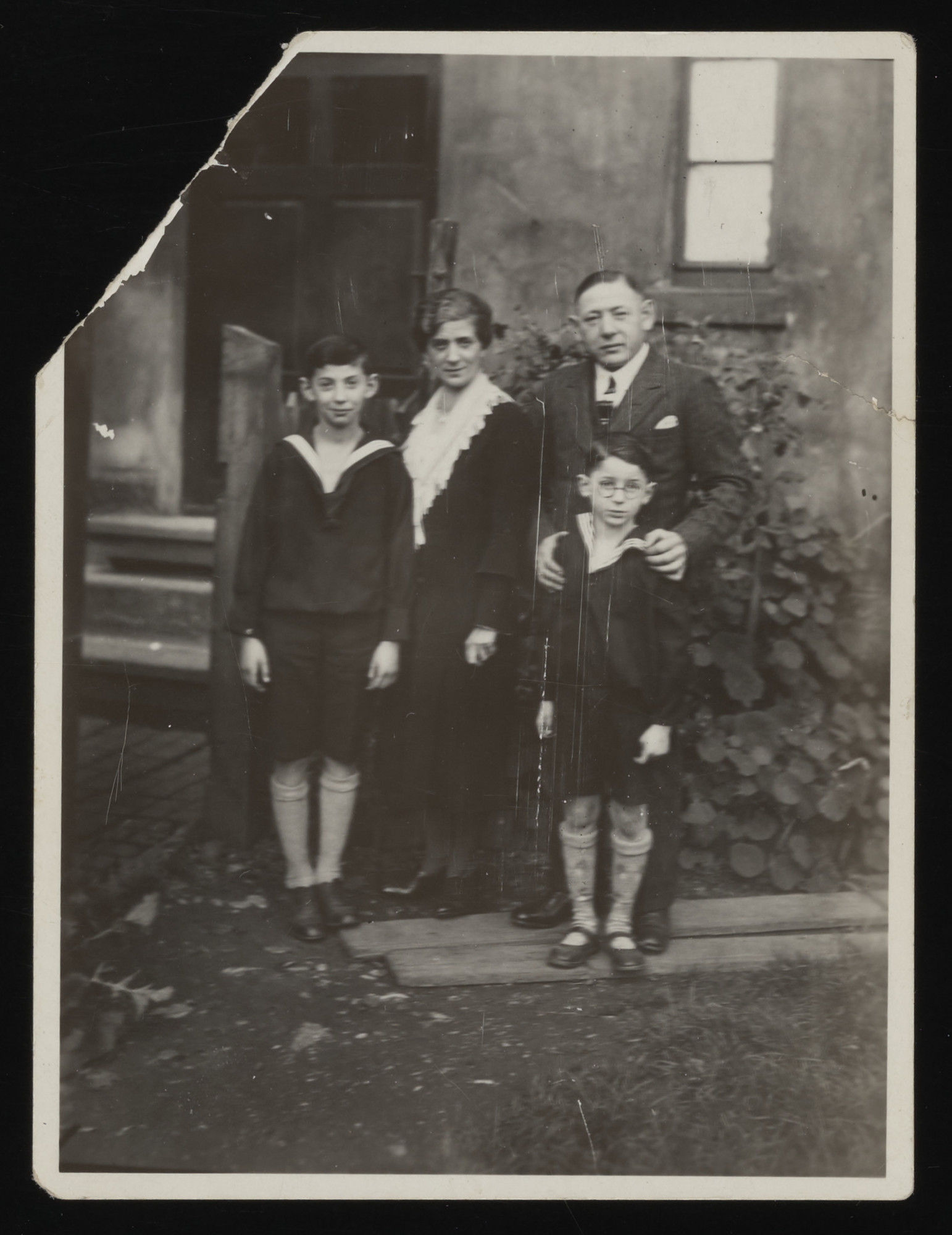 Portrait of the Dingfelder family.  Pictured from left to right are: Martin, Johanna, Leopold, and (in front of him) Rudi Dingfelder.