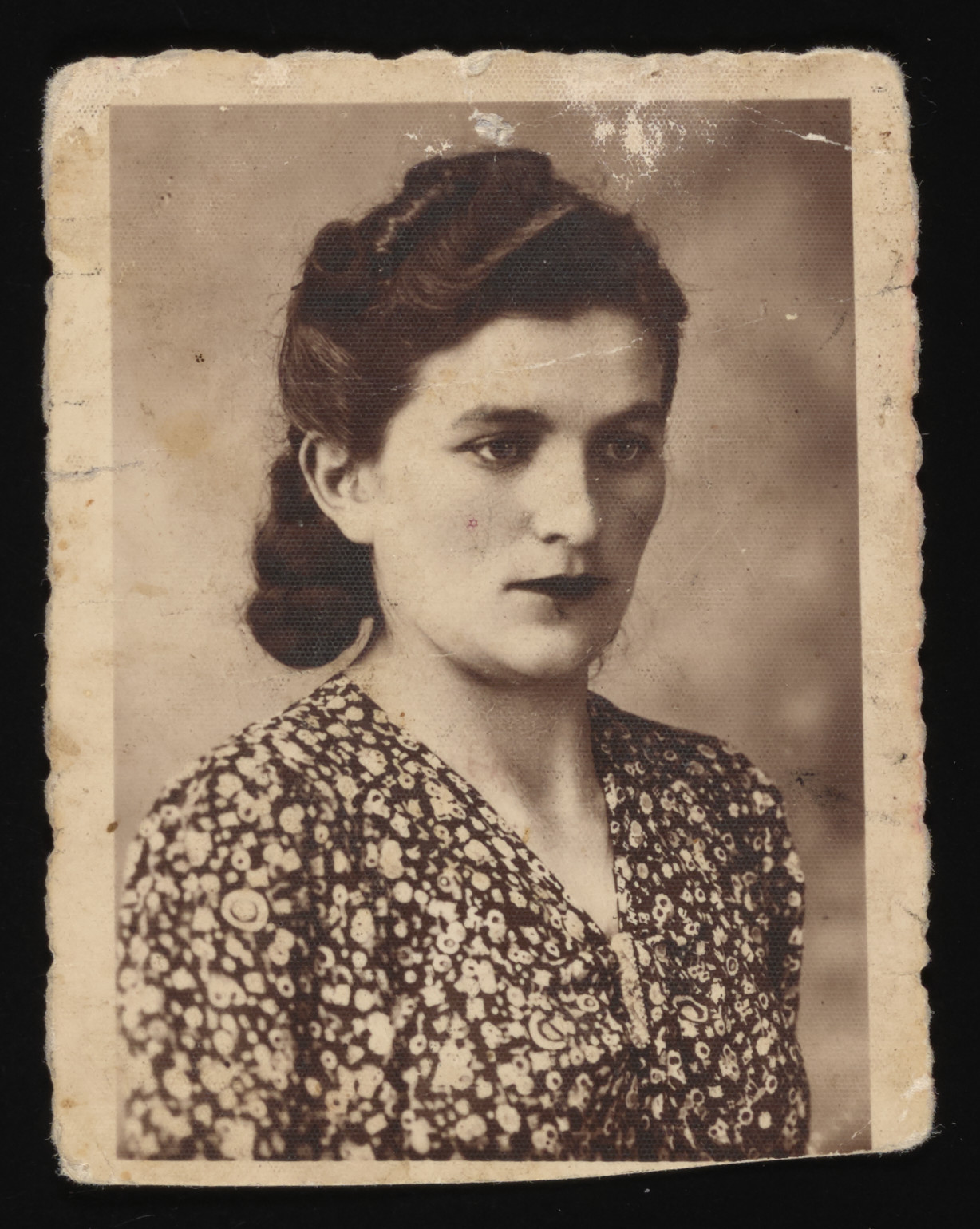 Studio portrait of Chana Wax, an aunt of the donor who perished in Auschwitz.