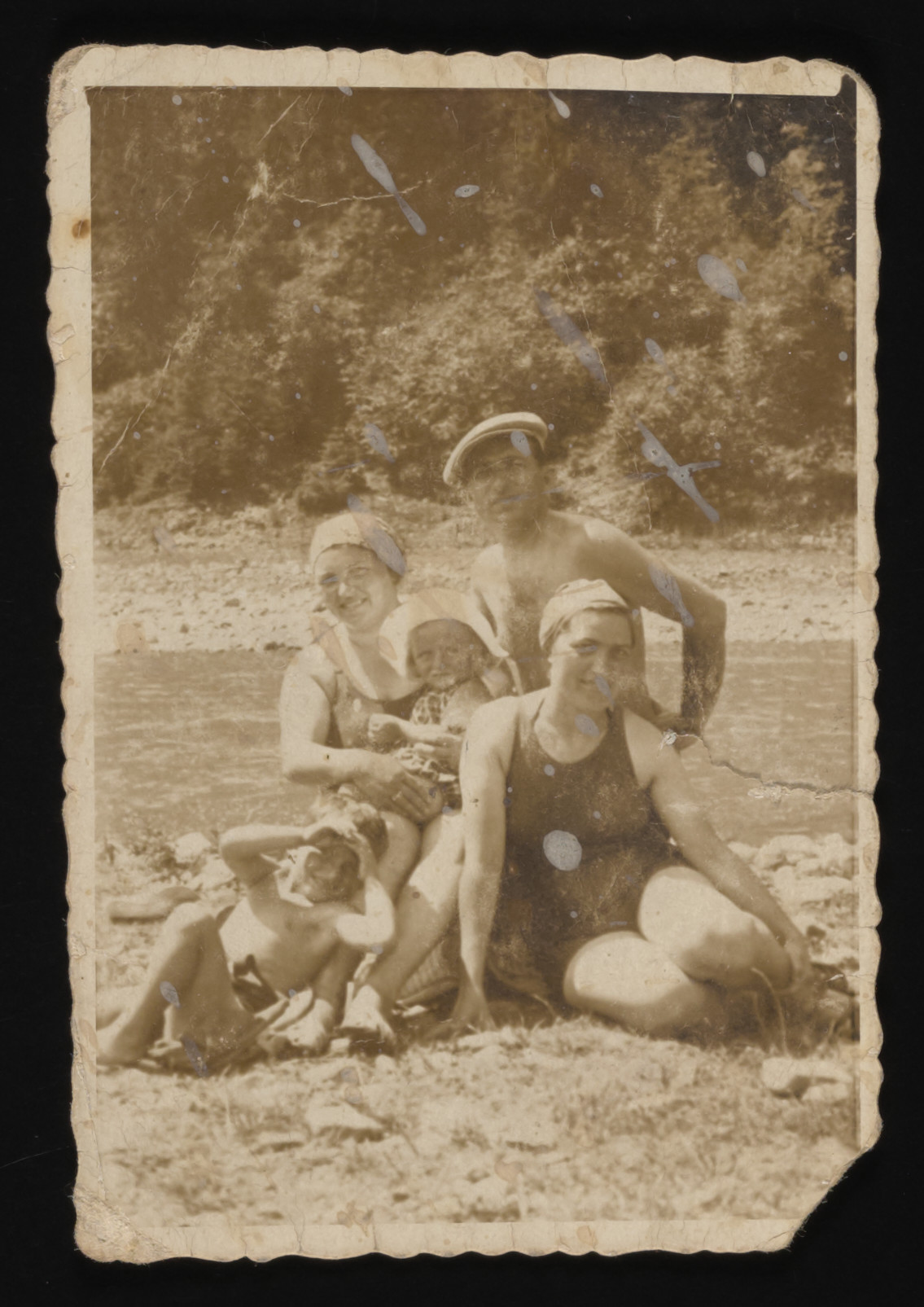 The Drimer family poses on an excursion to a river or lake.  In back are Laura, Irena and Jacob Drimer.  In front are Marcel Drimer and Laura's sister Rywka Gruber.