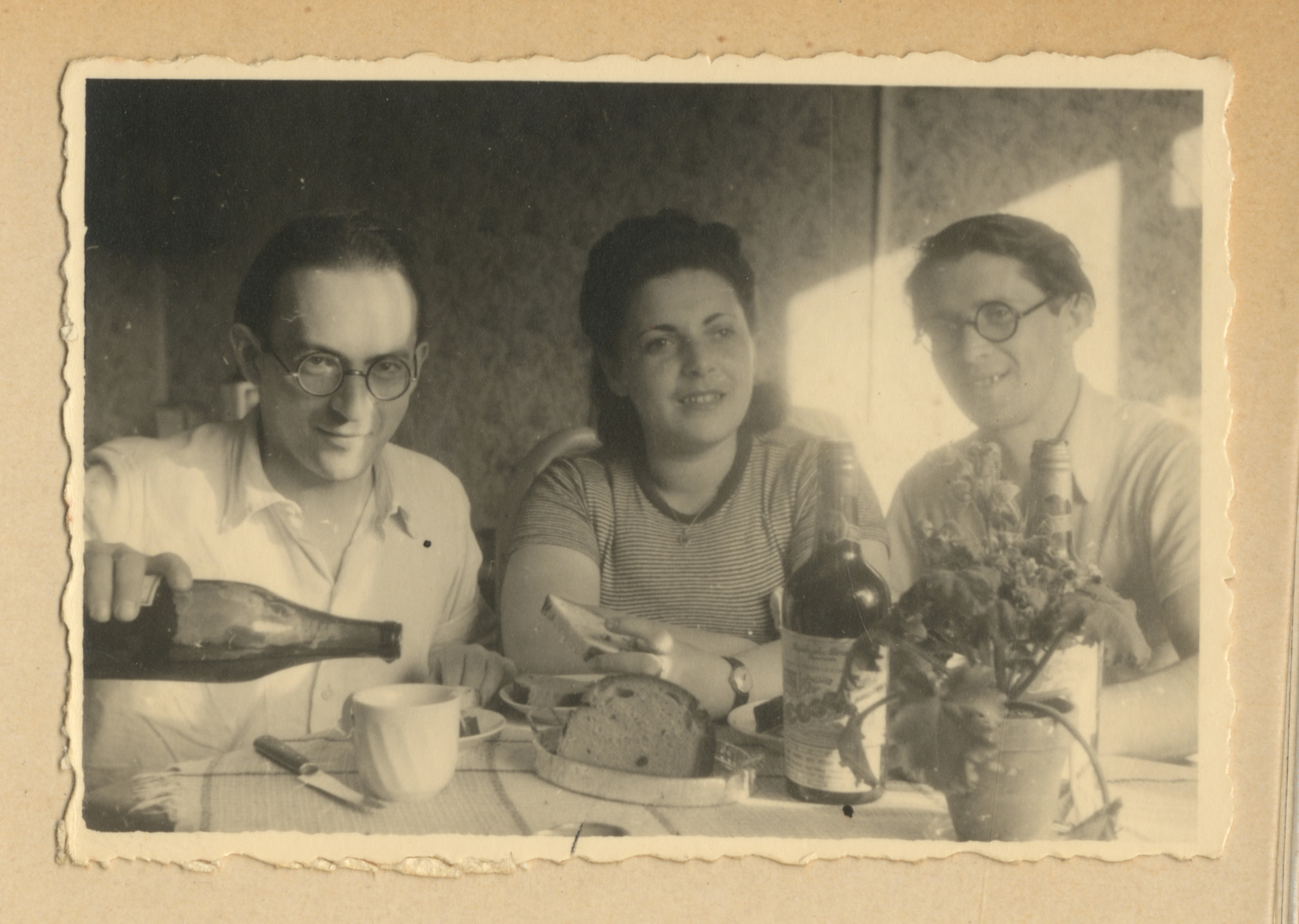 Jewish displaced persons, possibly in Lodz.  Among those pictured is Jeannette Strainsky Spiro (center).