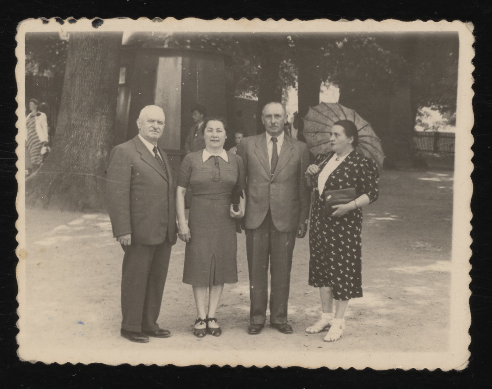 Rozalia and Naftali Tabaczynski (center) pose with their friends, the Ryczkes (from Konin), at a spa in Truskawiec, a few weeks before the German invasion.