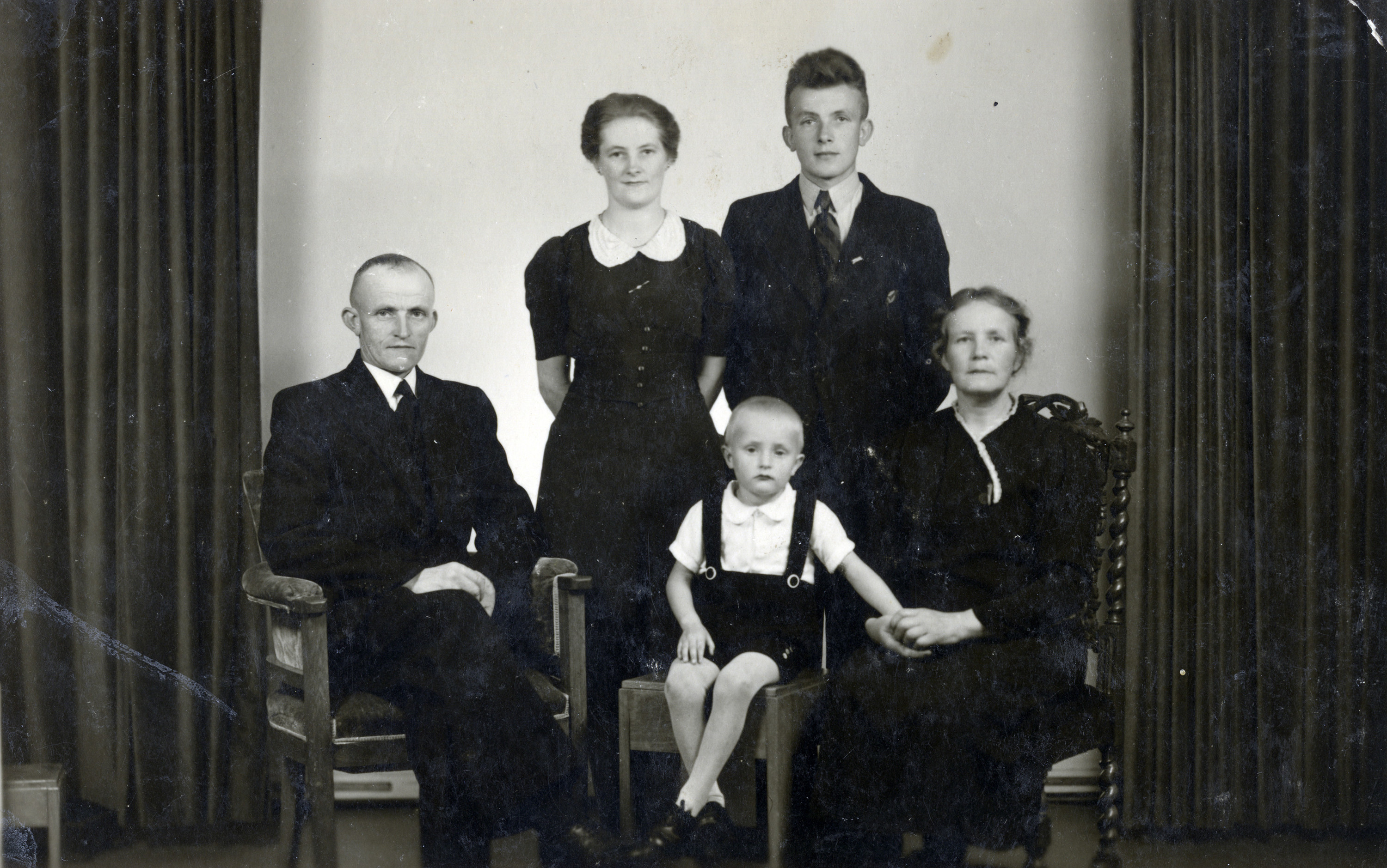 Postwar portrait of a Dutch rescuer family.  Pictured is the Rozema family.  The parents are seated far left and right; their daughter Sietski and son Yelke are standing in back, and Sietski's child is seated in front.
