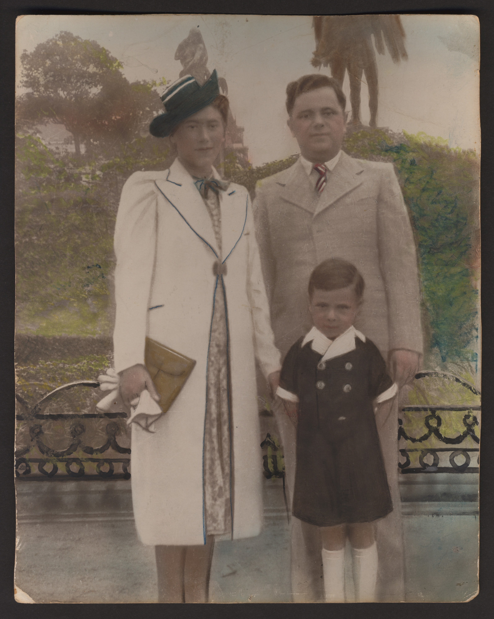 Hand-colorized photograph of a Belgian Jewish family.  Pictured are Maria and Leon Srebnik, with their son Charles.