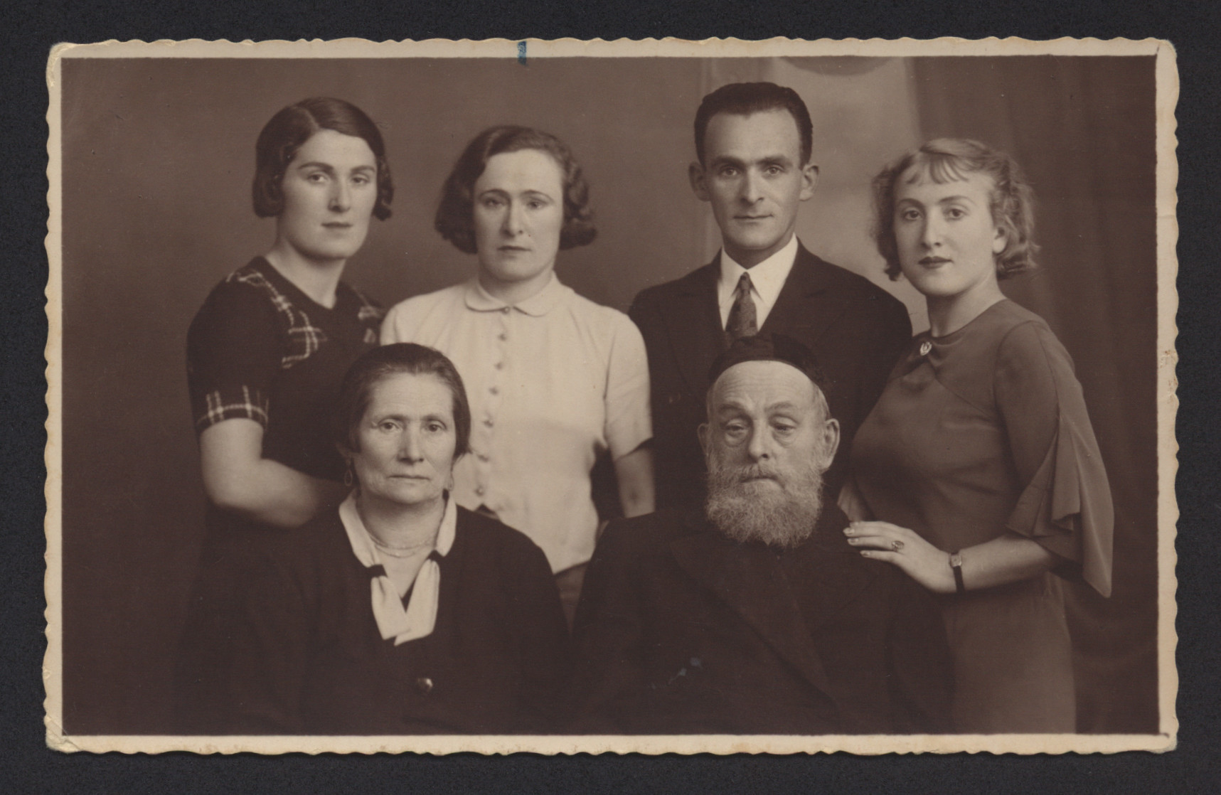 Prewar photograph of the Cwajgenbaum family in Lodz.   Pictured sitting are Gittle and Anton Cwajgenbaum.  Stanting are their children Gitia, Sara, Max and Renee.