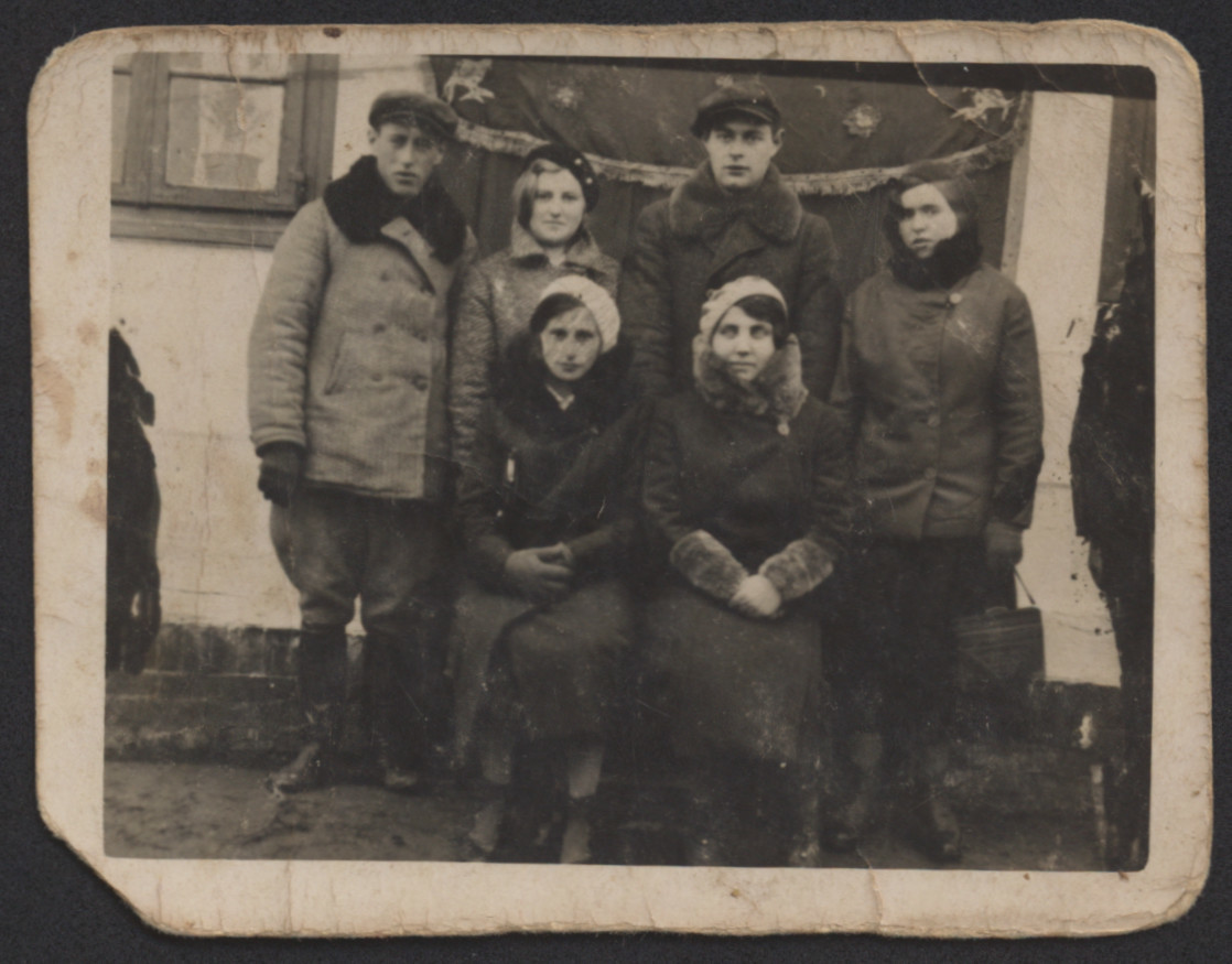 Group portrait of young people [friends of Awigdor Kreis] before the war.