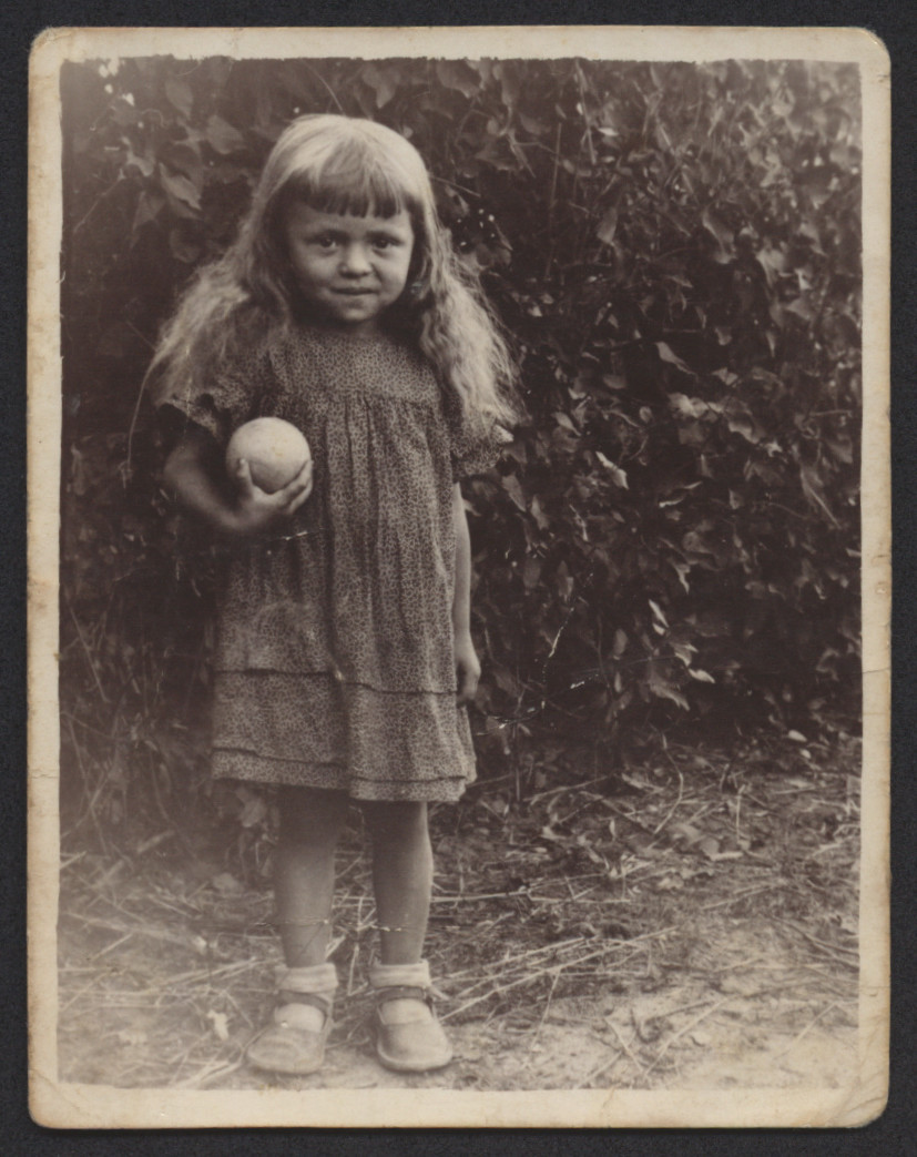Portrait of Gitl Zytnik as a child.