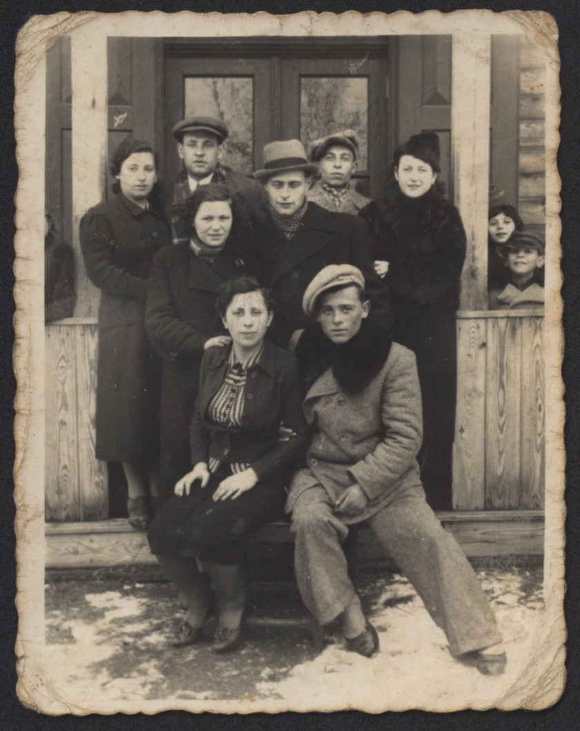 A group of  young people pose outside a building in Sawin.  Among those pictured are Rozia Zytnik Kreis, Awigdor Kreis, Adele (last name unknown) and Herszl Zytnik.