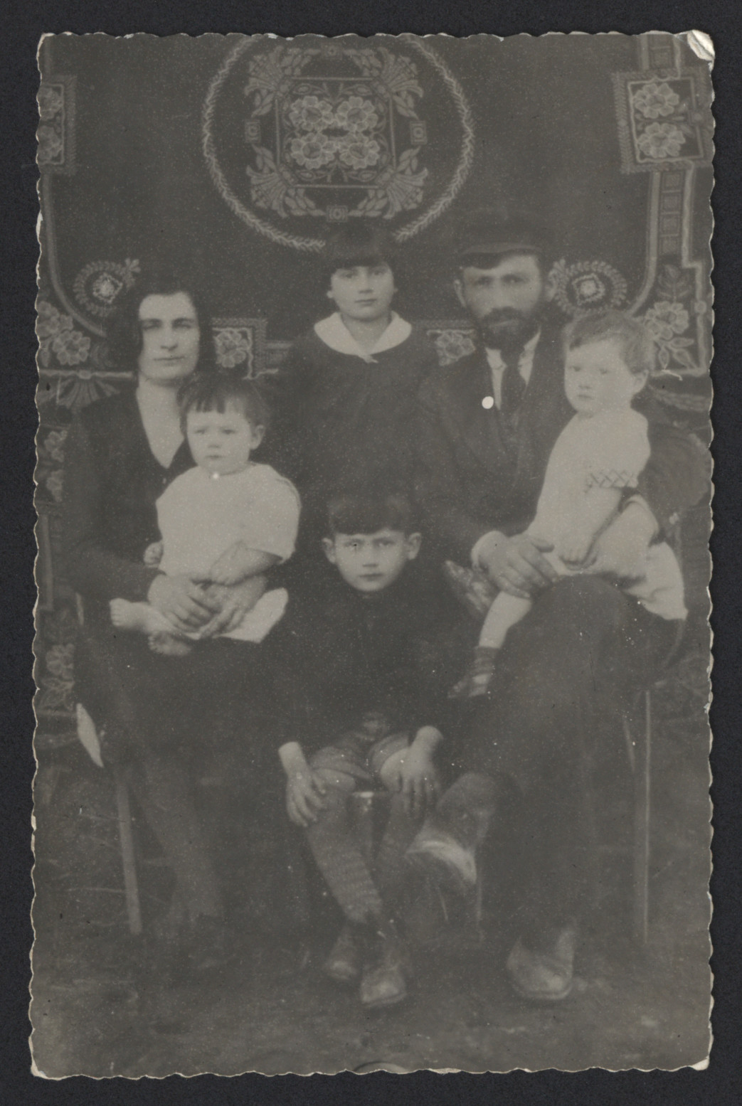 Portrait of the Zytnik family..  Pictured are Mosze and Brandla Zytnik with their children Rozia, Herszl, Zalman, and Judel (Idl)