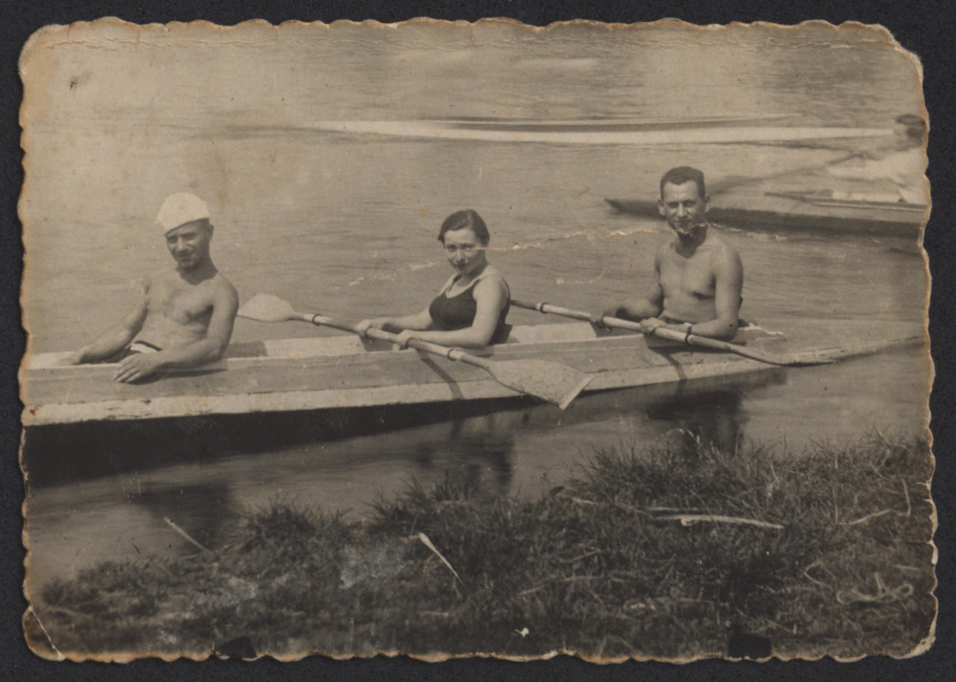Three young men (friends of Awigdor Kreis) go rowing before the war.