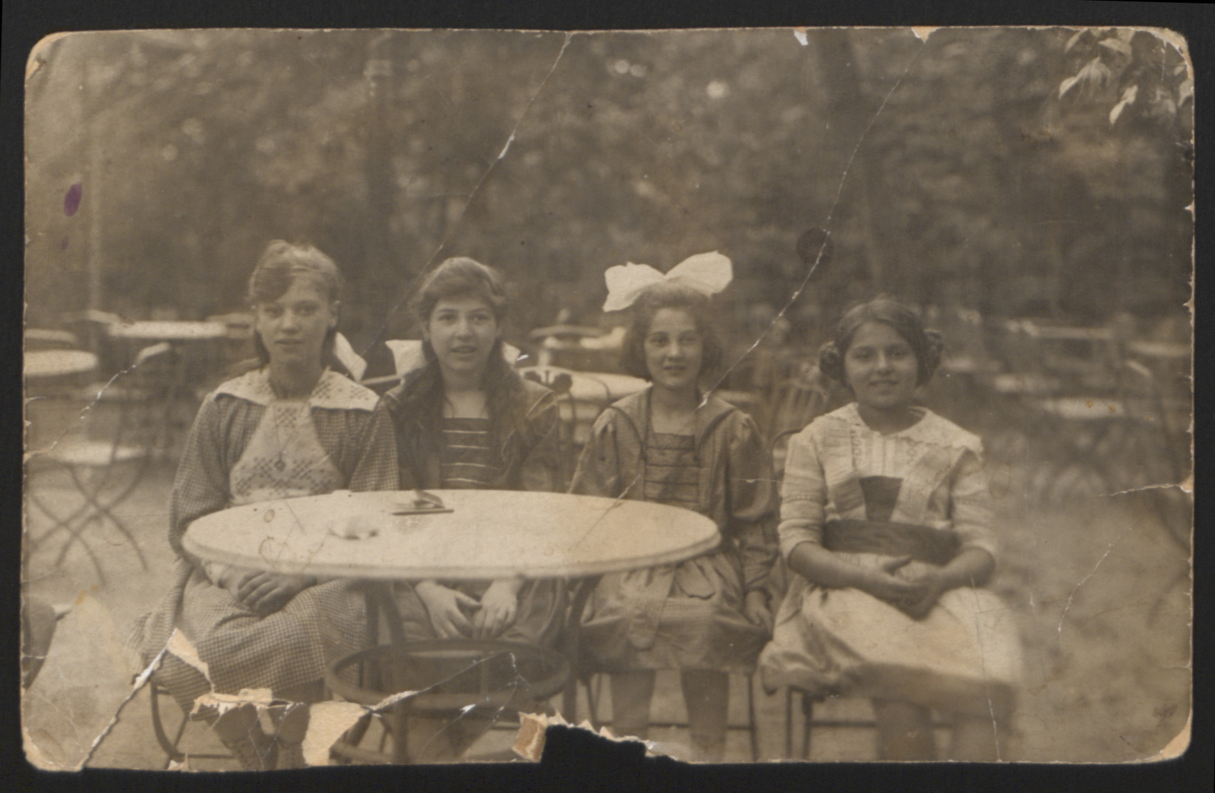 Lilly Roth (second from left) and sister Ilona Roth (third from left) sit outside with two friends.