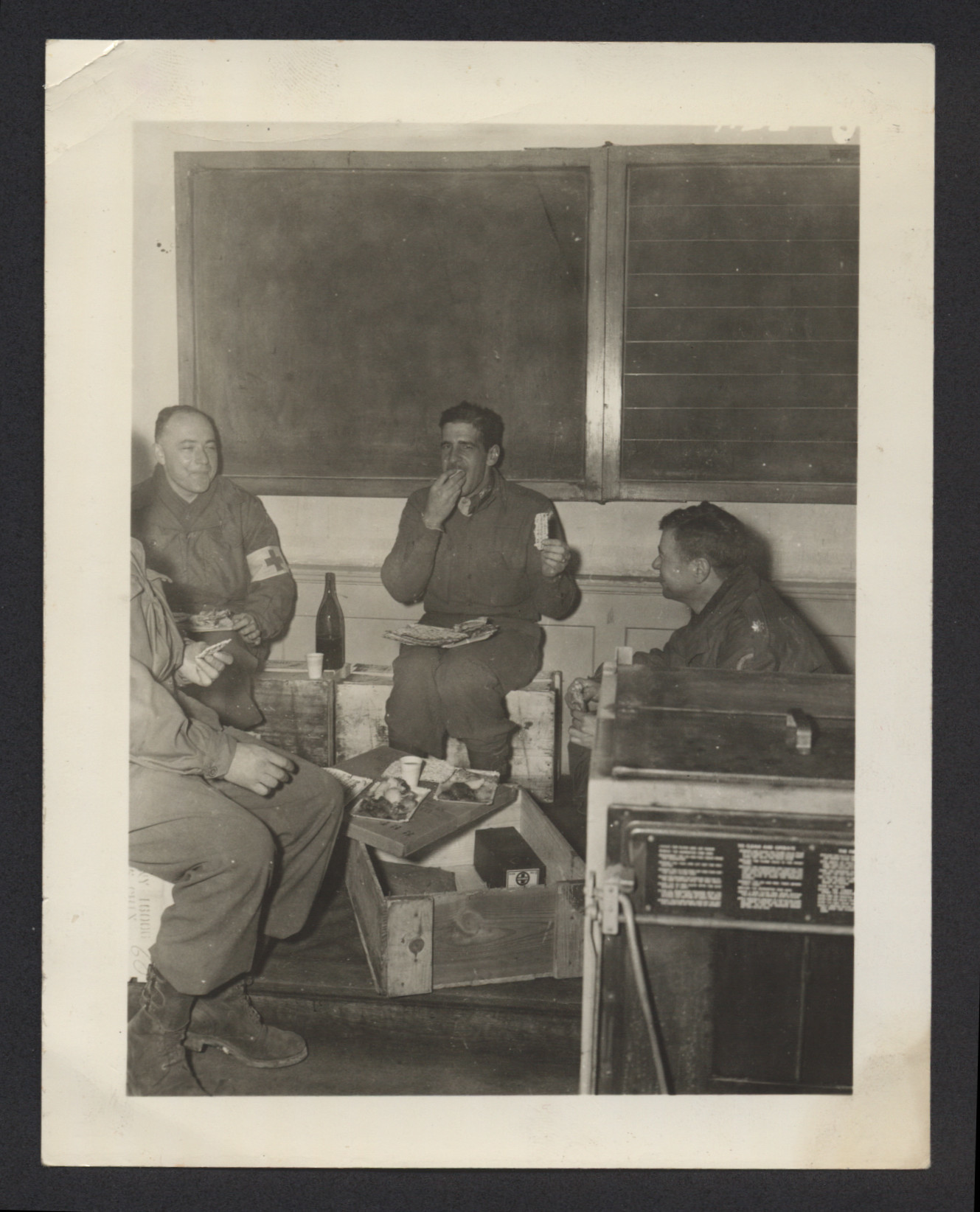 Four American GIs share a Passover meal in their quarters.