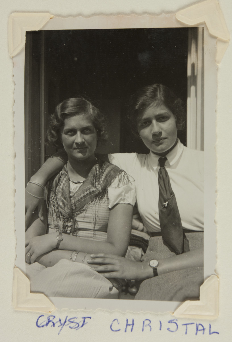 Maria Bloch-Bauer (right) and an unidentified friend pose for a photograph.