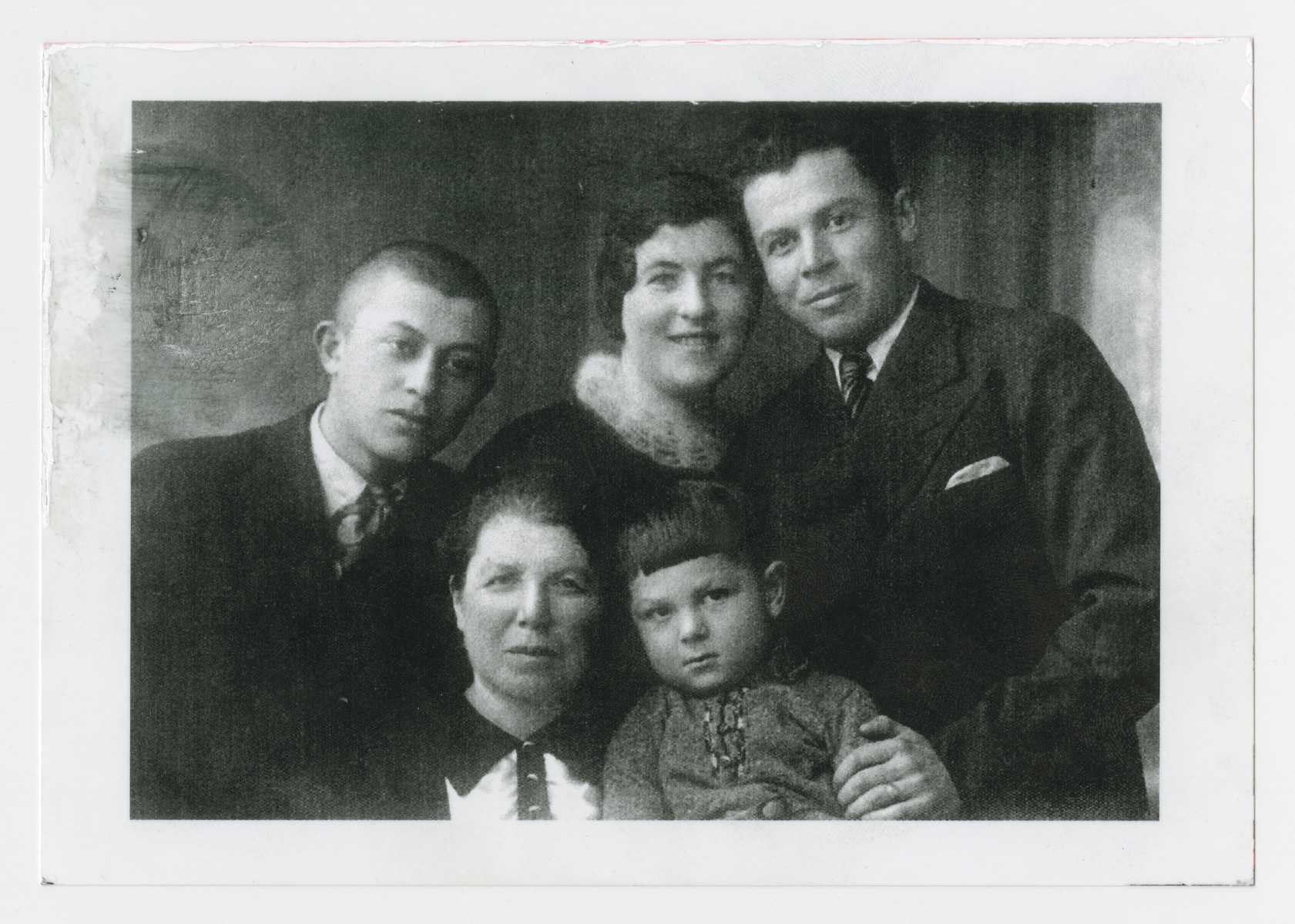 Portrait of the Kaufman family of Utena, Lithuania.