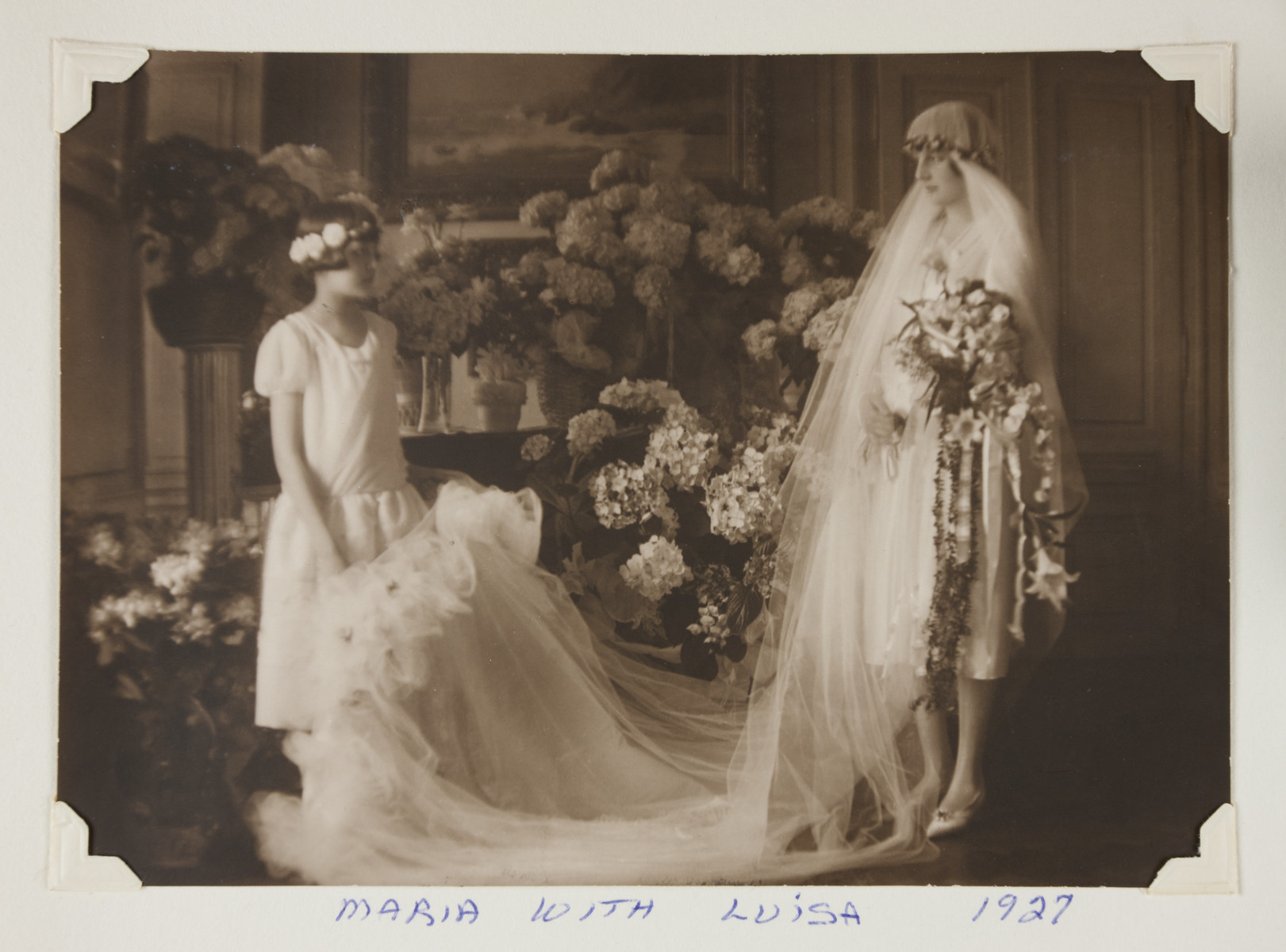 Maria and Luise Bloch-Bauer (later Guttmann) pose for a photograph on the occasion of Luise's wedding.