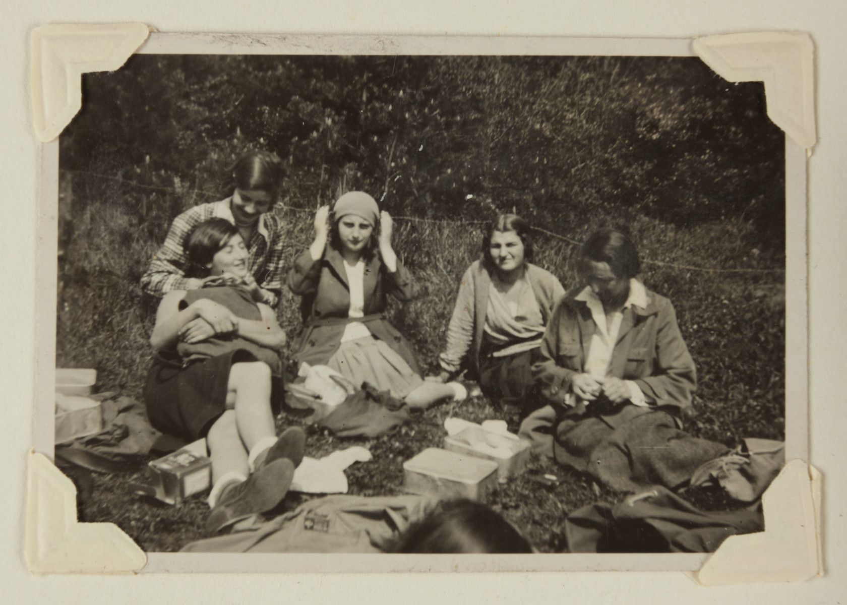 Maria Bloch-Bauer (in plaid sweater) poses with friends during a picnic.
