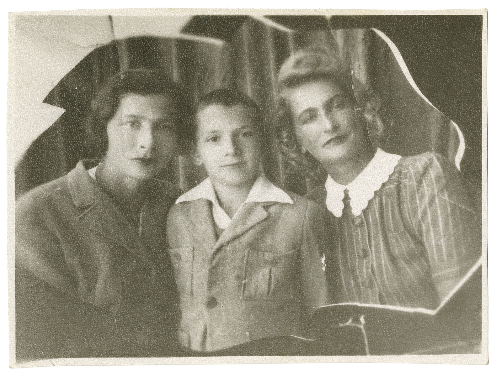 Portrait of Deborah-Miriam Dobrysh, her son Avi, and her sister-in-law Ilse Reisberg, taken during their evacuation to central Asia.