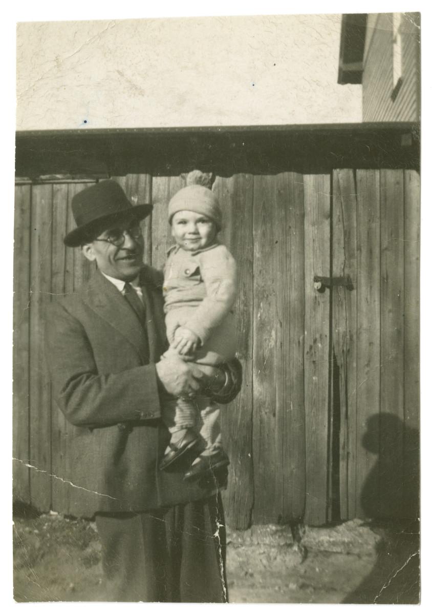 Avi Dobrysh and his grandfather Shlema-Zalman Meirtal.