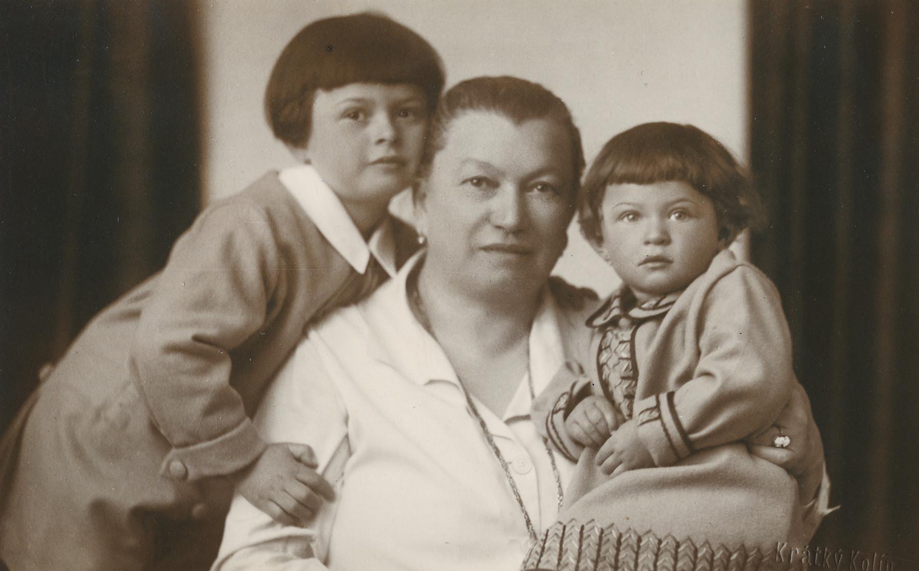Studio portrait of  Irka (left )and Hana (right) Lustig with their grandmother Karla Heller