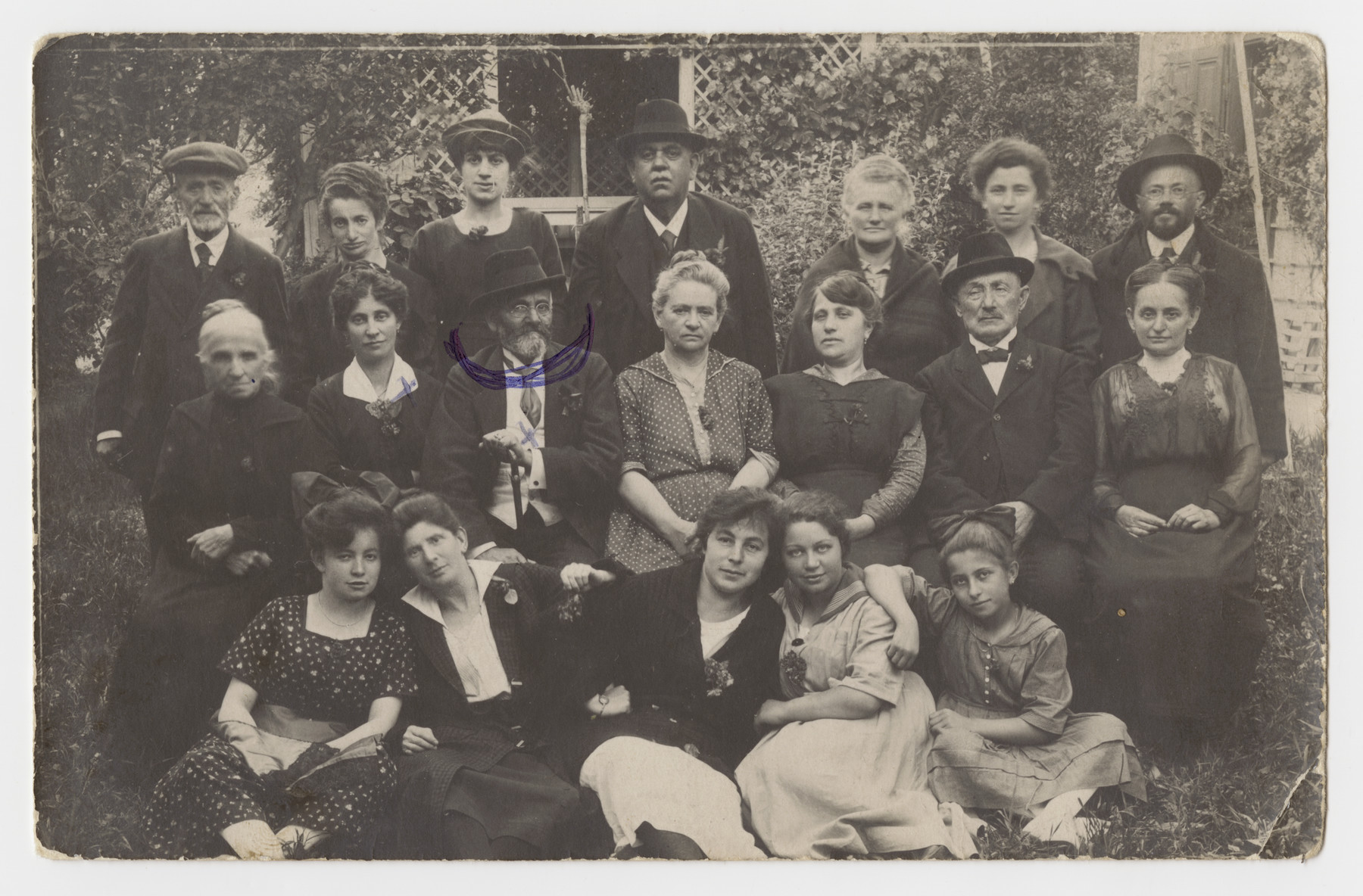 Erwin Schwalb 's maternal grandparents, the Goldners, pose in the center of a group portrait,
