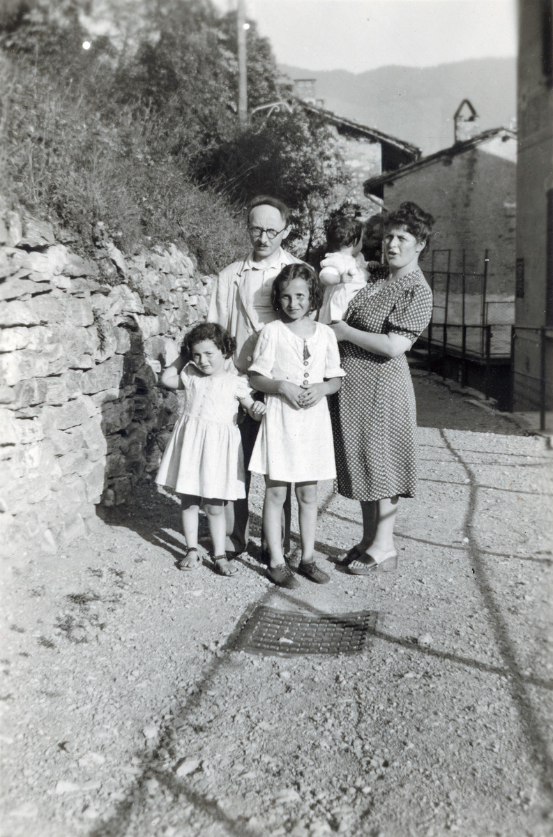Leo and Toni Ermann pose with their three daughters on Henriette's first birthday.