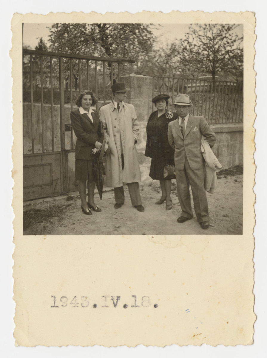 Marta Koranyi and Jan Sebor (Erwin Schwalb) in front of a garden in Buda.