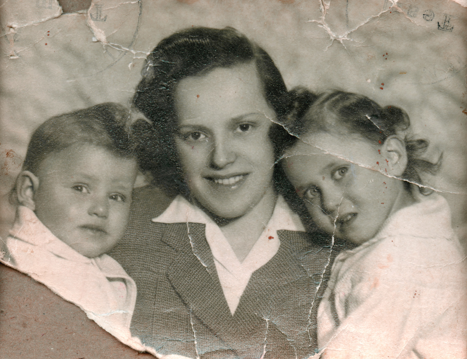 Sara Meisels poses with her two daughters Miriam (left) and Yehudit (right.).