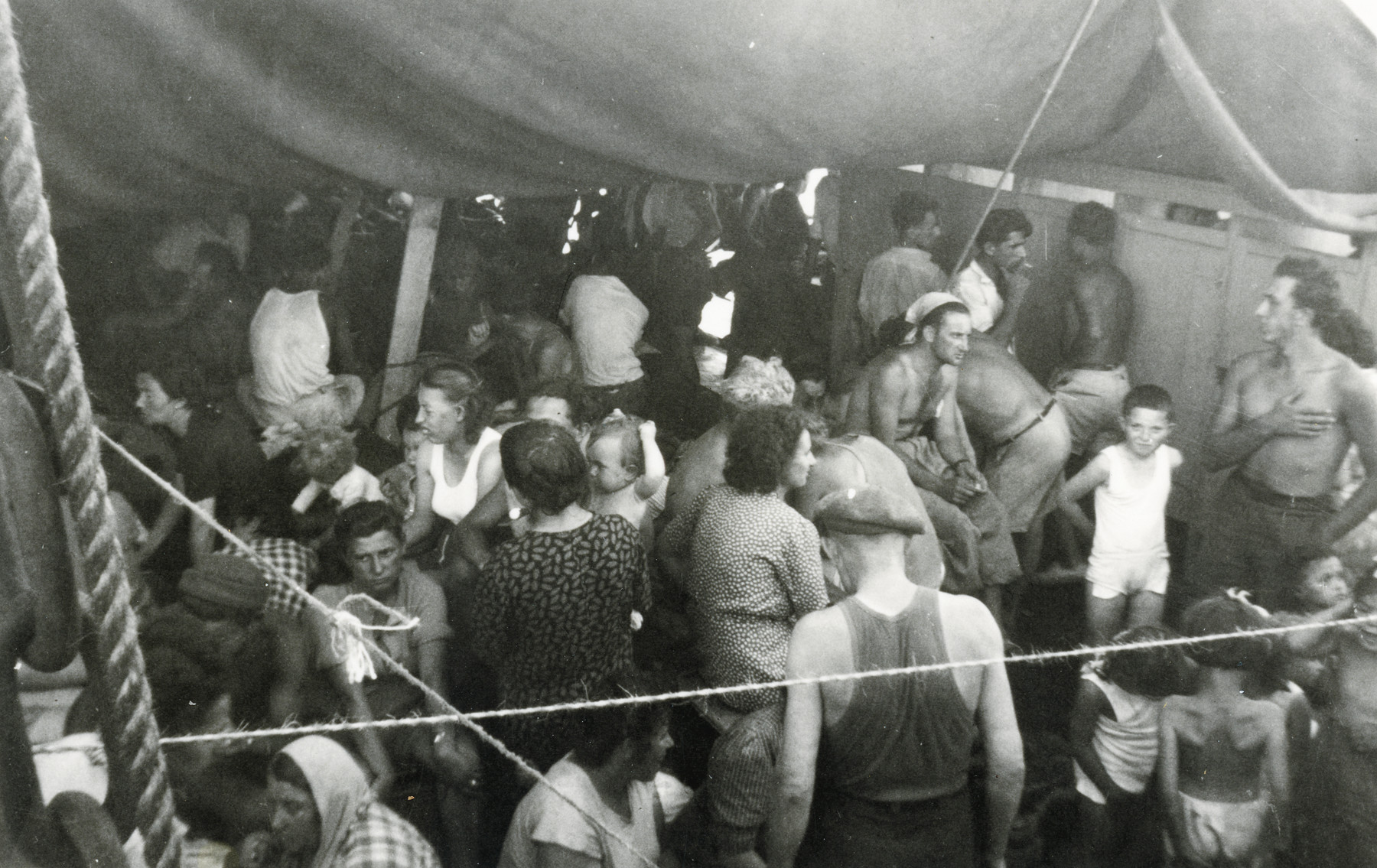 Jewish refugees crowd onto the hull of the Hatikvah.