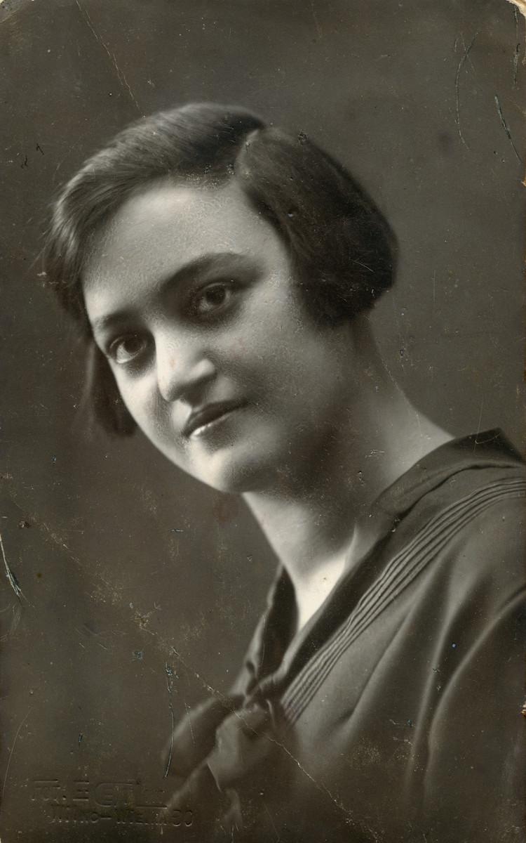 Studio portrait of Devorah Szklut Robshevski, sister of Zvi Hirsh.  She had been married to Yitzhak Robshevski and  perished with her son Yerichmiel.