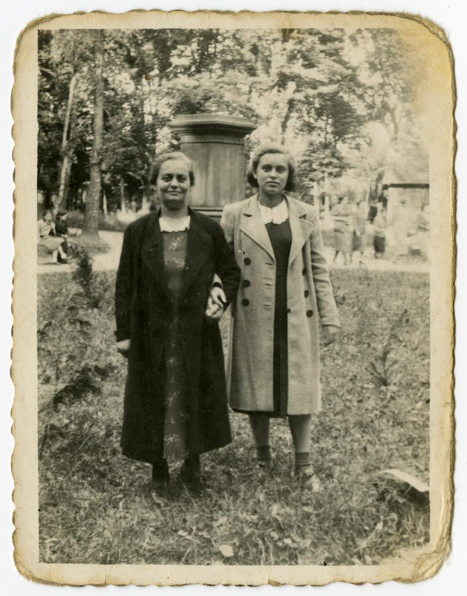 Charlotte and Regina Zarwanitzer, pose in a garden in prewar Bolechow.