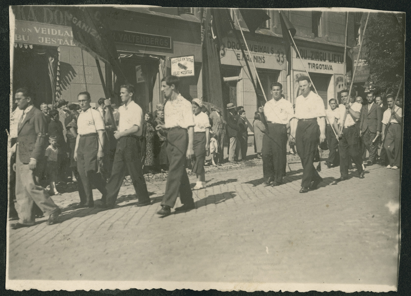 Zionists parade down a street probably during the 18th Zionist Congress..