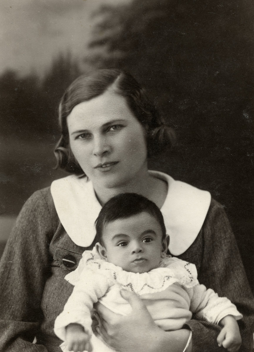 Studio portrait of Edith (nee Weisz) and her baby son who perished in Auschwitz.