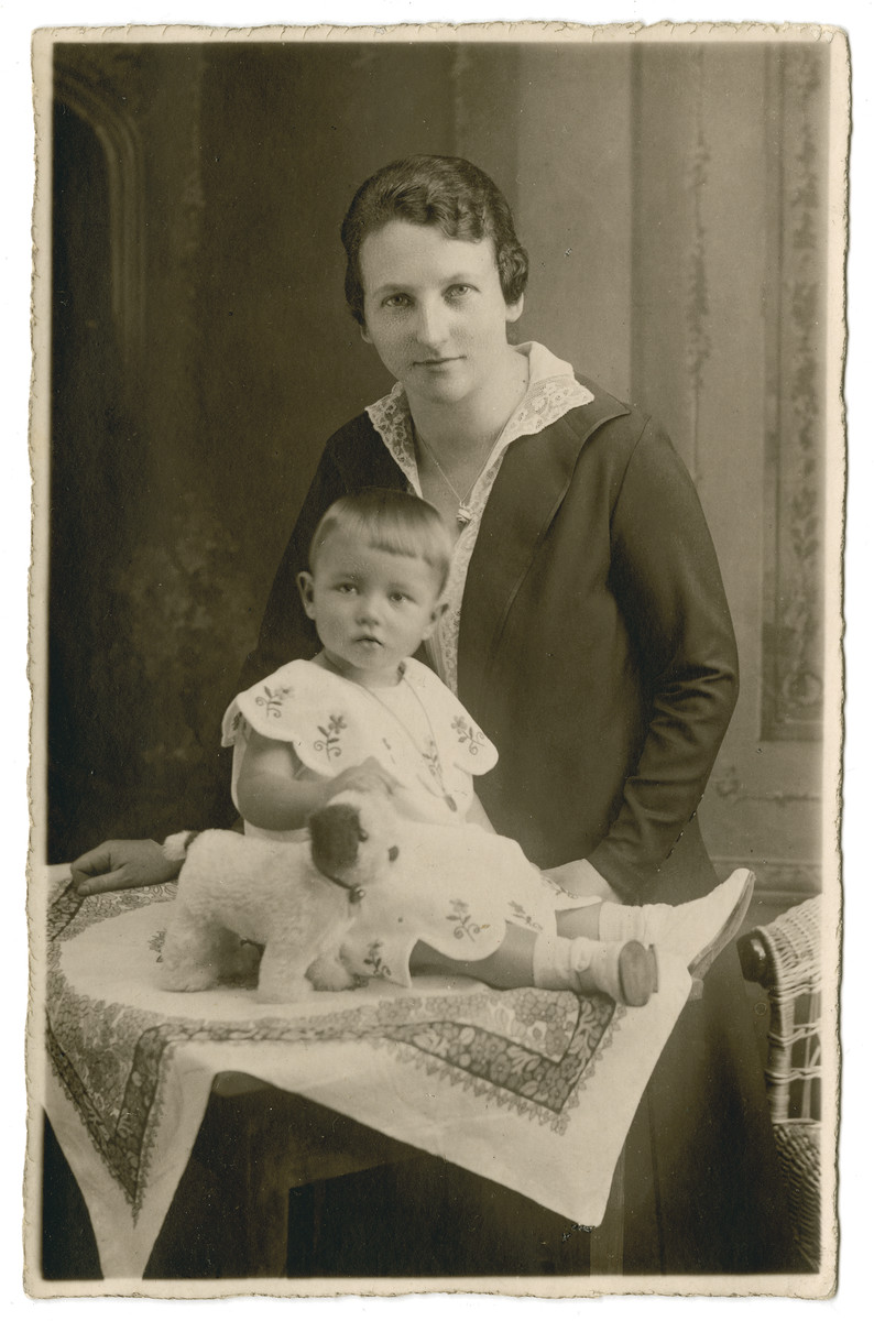 Studio portrait by Volpert of Sophie Oschinsky and her one-year-old daughter Ilse with her dog Molly.