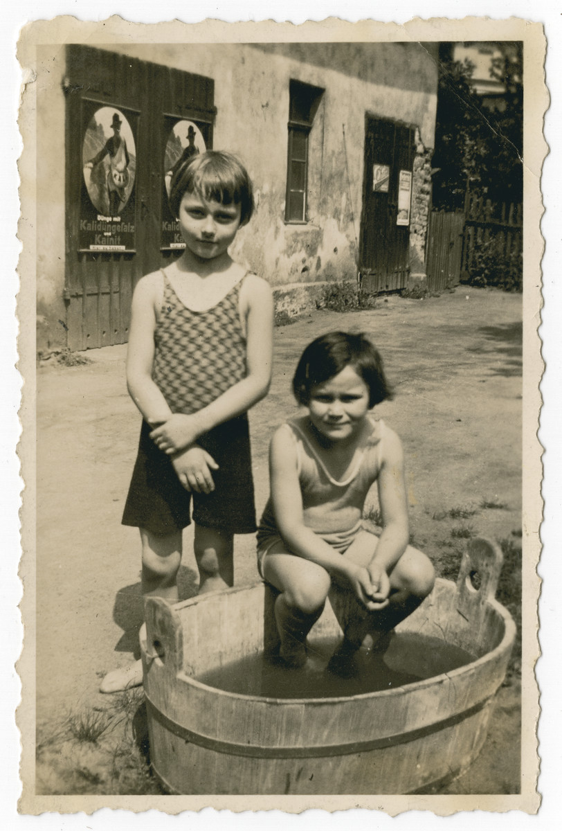 Ilse Oschinsky poses with her friend Renate Glogowsky.  Renate and her family later immigrated to Brazil.