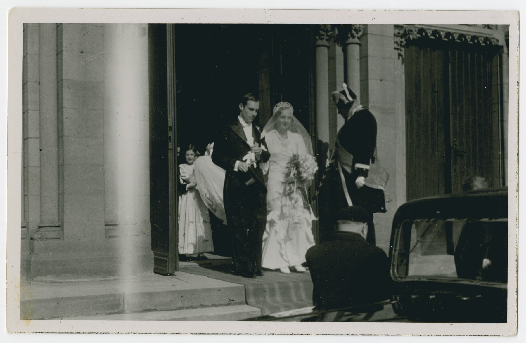 Wedding of an unidentified couple.  An inscription on the reverse is dedicated to the Isenberg family.