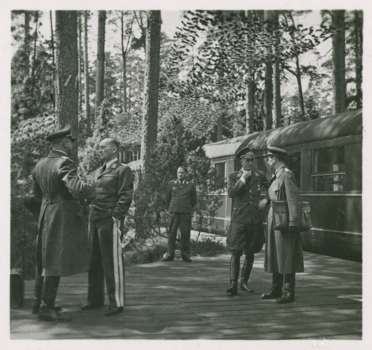 One side of a stereograph of General Kastner arriving at an aviation headquarters..  Original caption in German reads:  General d. Fl. Kastner empfängt in Flieger-Hauptquartier Kuriere der einzelnen Luftflotten
