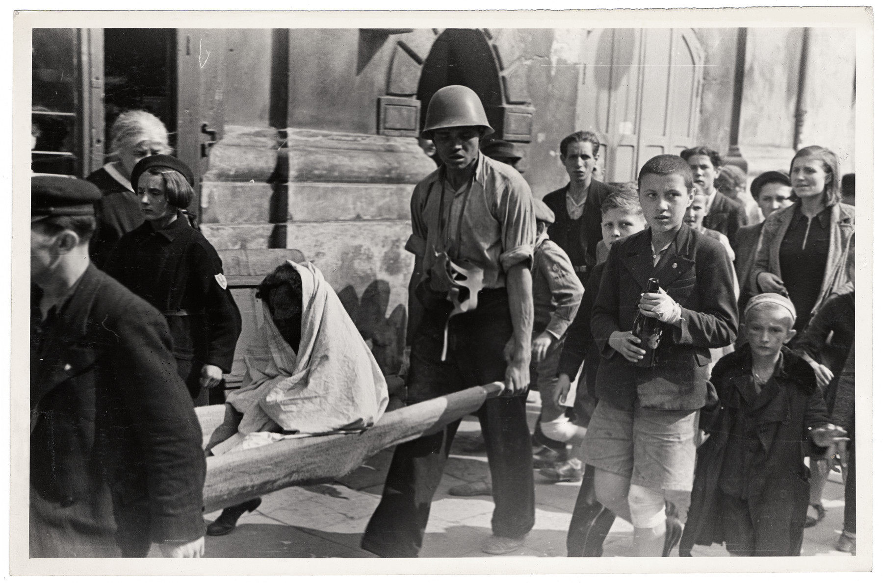 Polish civilians and soldiers evacuate the wounded in besieged Warsaw.