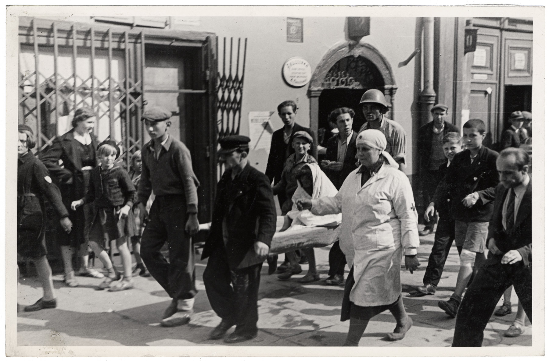 Polish civilians, soldiers, and medical personnel evacuate the wounded in besieged Warsaw.